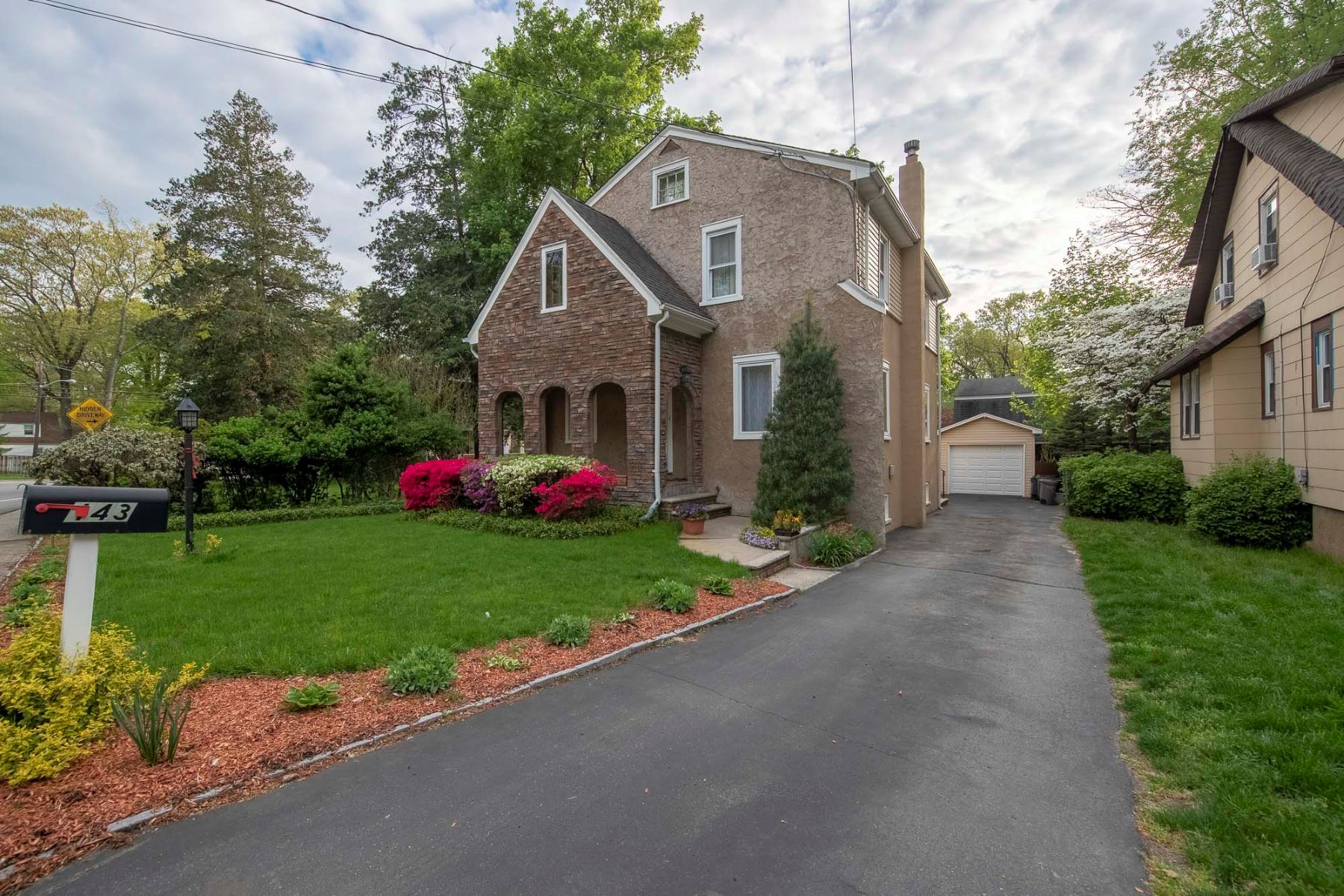 Single Family Homes for Sale at Great Opportunity 143 Kinderkamack Road, Hillsdale, New Jersey 07642 United States