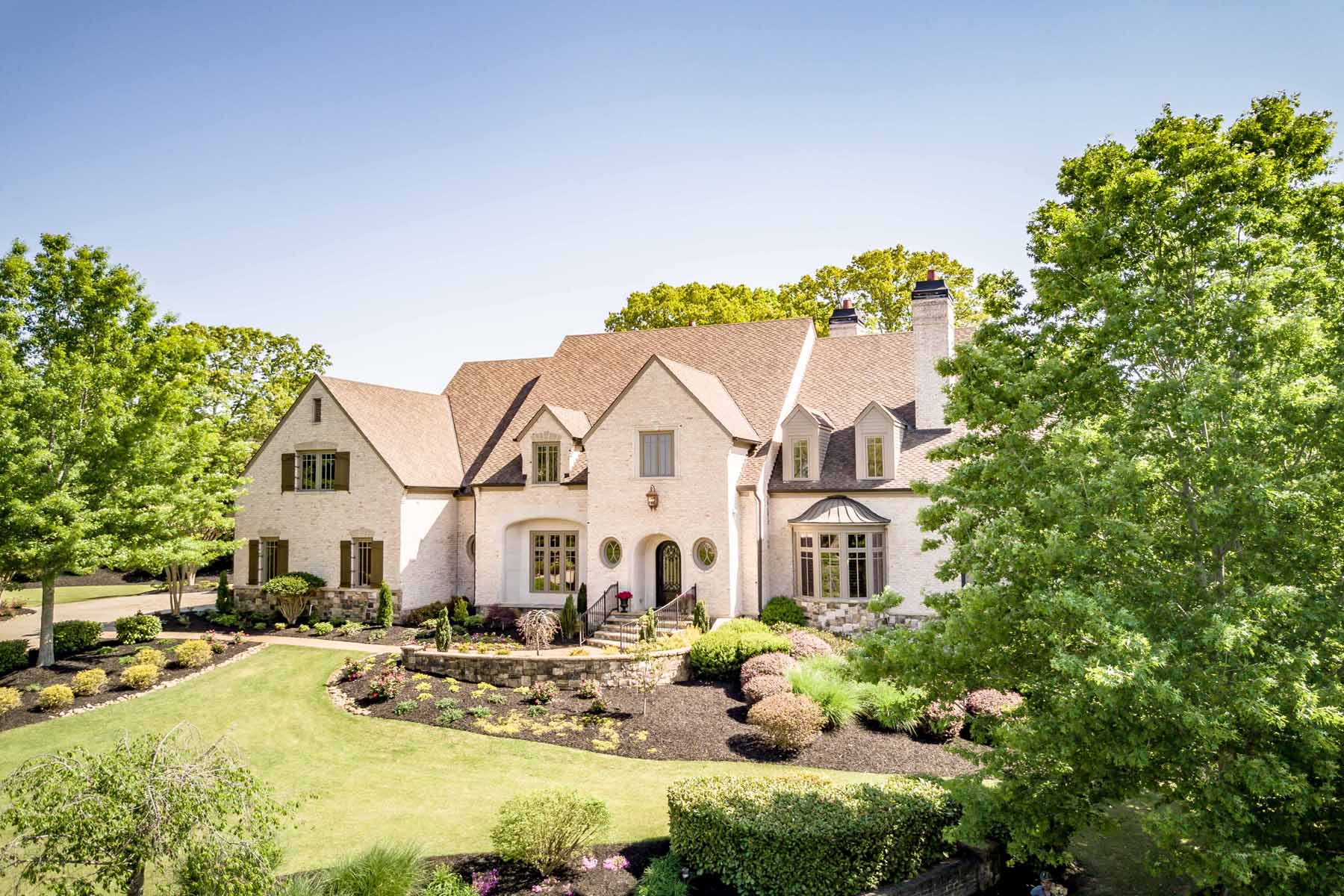 Additional photo for property listing at Exquisite Masterpiece 105 Manor Lake Court Milton, Georgia 30004 United States
