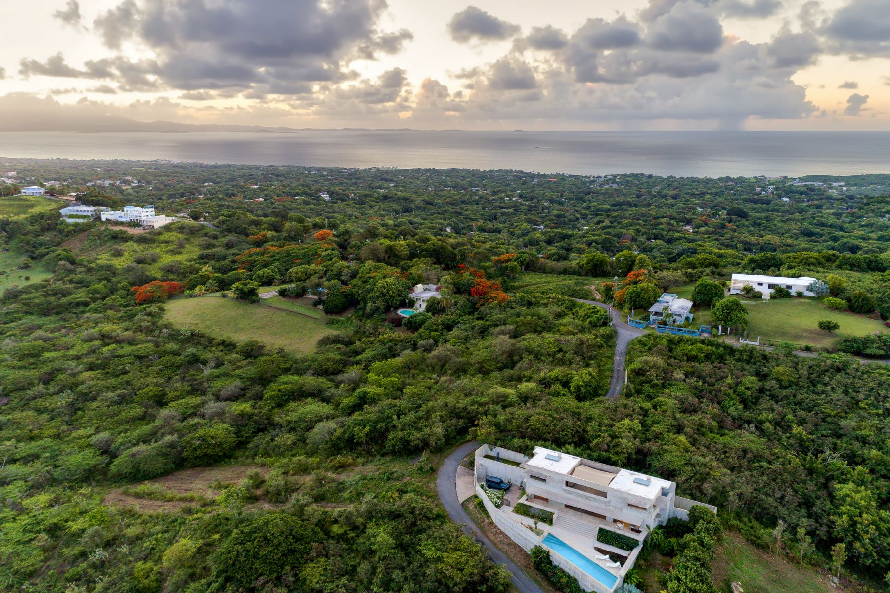 Additional photo for property listing at Bluffside Vieques Island Marvel KM 1.8, Carr 997 Puerto Real Vieques, Puerto Rico 00765 プエルトリコ