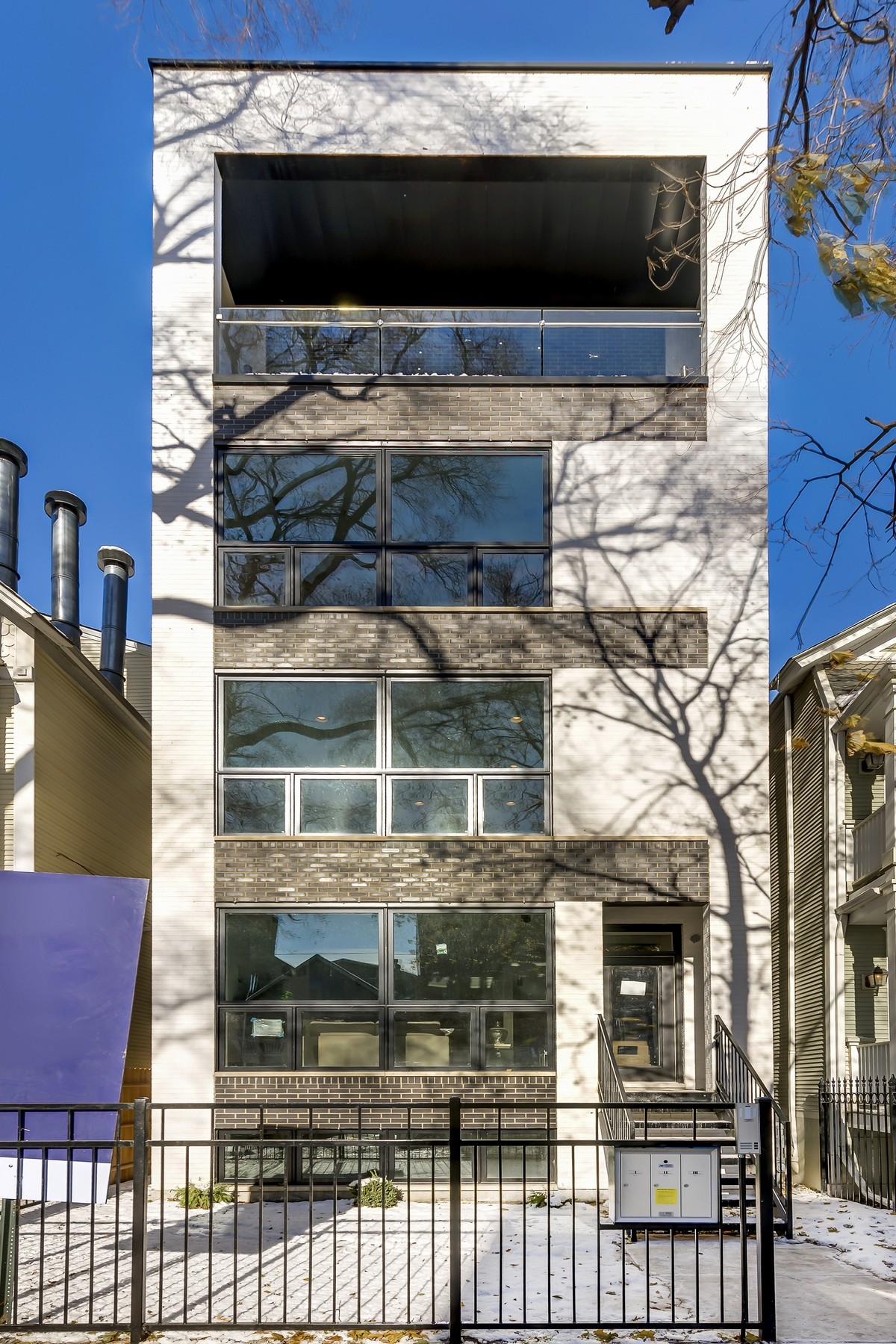Duplo para Venda às Huge Roscoe Village Duplex Down by JB Homes! 1751 W Roscoe Street Unit 1 North Center, Chicago, Illinois, 60657 Estados Unidos
