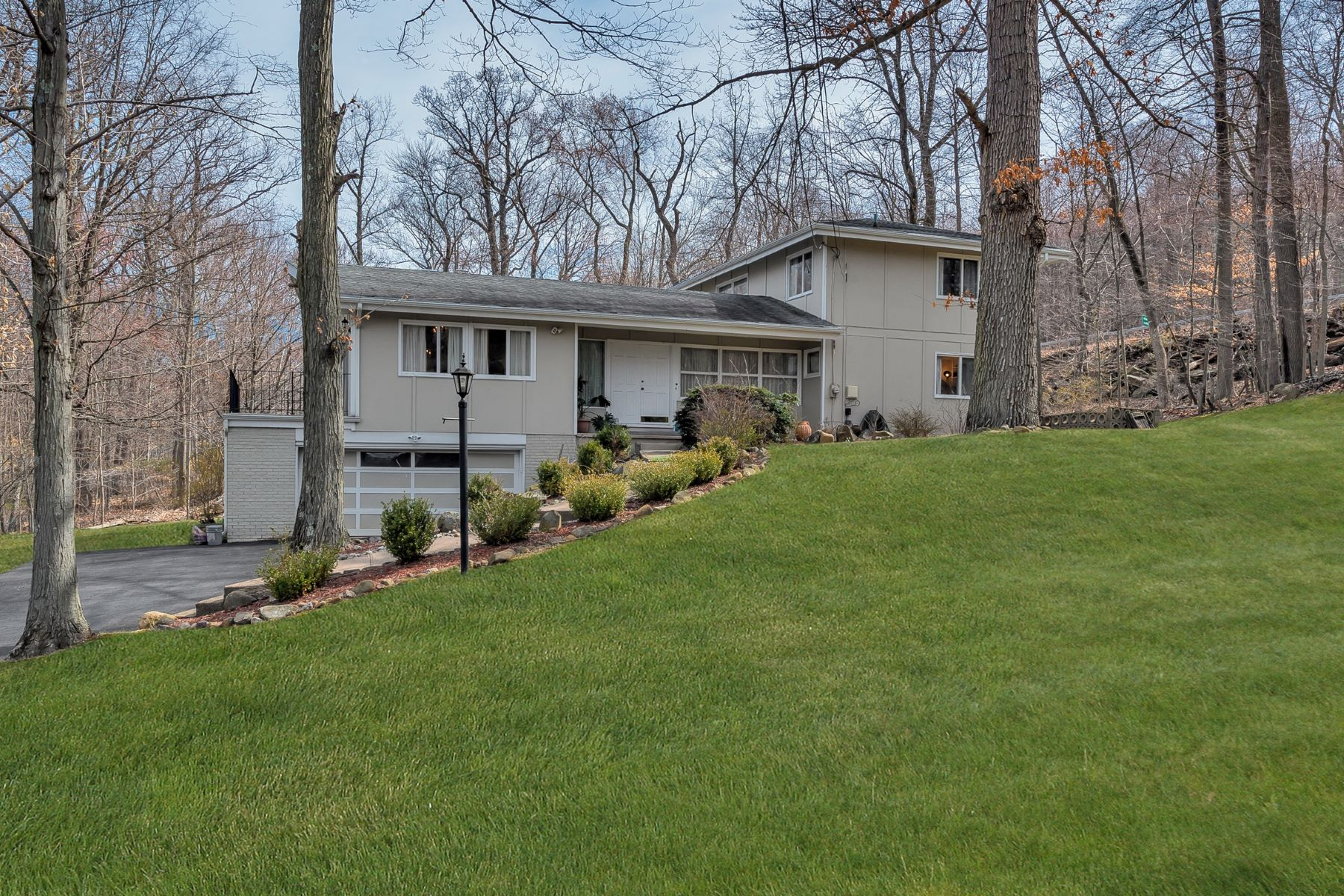 Single Family Home for Sale at Colonial in Perfect Country Setting 4 Century Road Palisades, New York 10964 United States