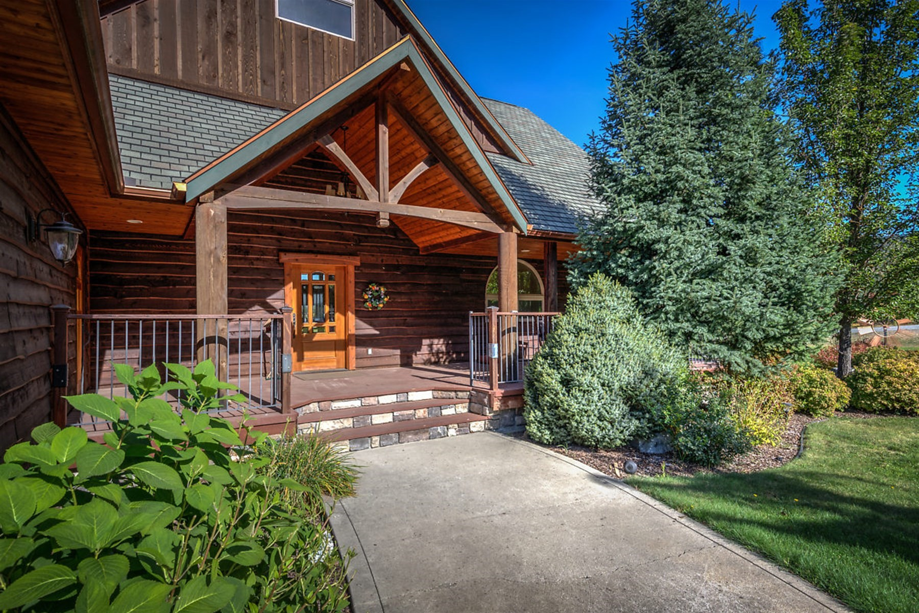 Single Family Home for Active at Views,Private Beach and Boat Slip! 11 Talon Dr Priest River, Idaho 83856 United States