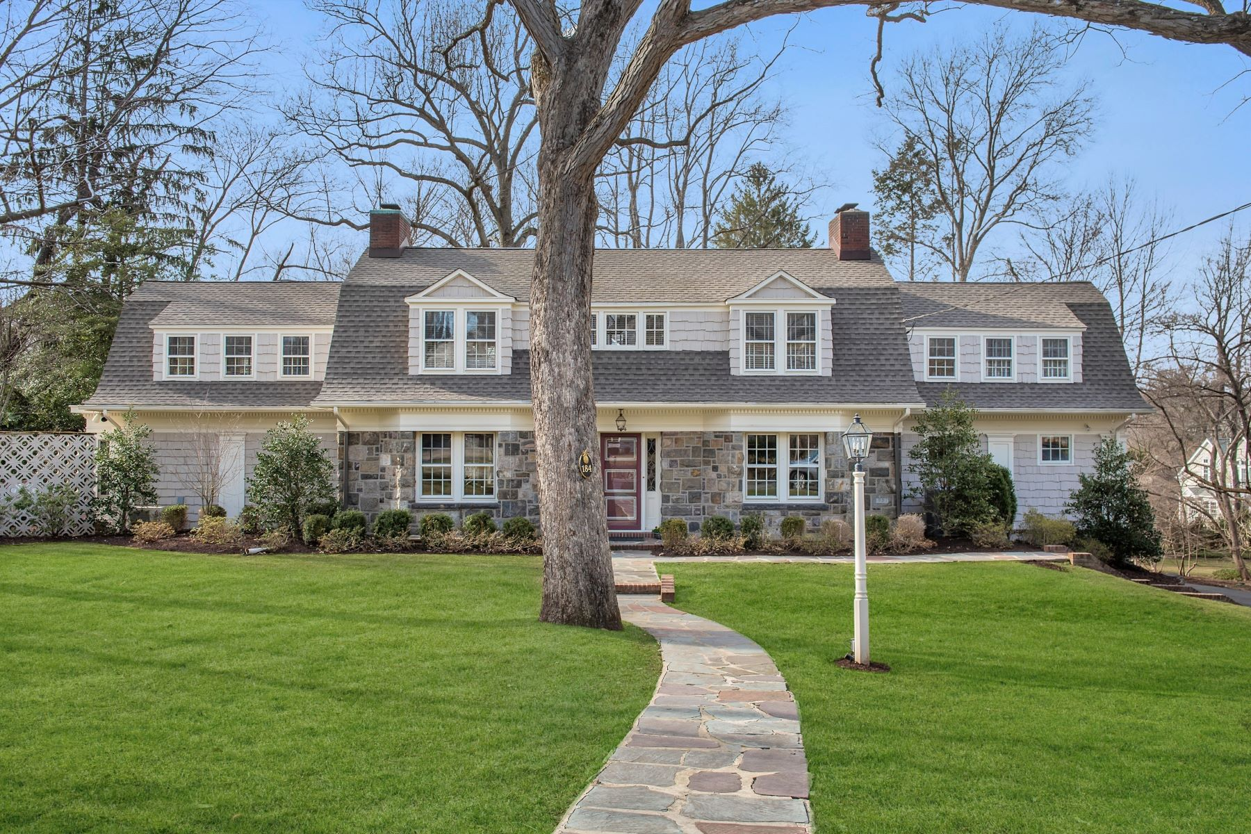 Single Family Homes por un Venta en Chatham Gem 184 Washington Avenue Chatham, Nueva Jersey 07928 Estados Unidos