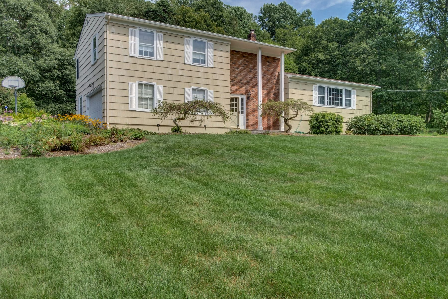 Single Family Homes for Sale at Lovely Home 20 Linda Terrace Randolph, New Jersey 07869 United States