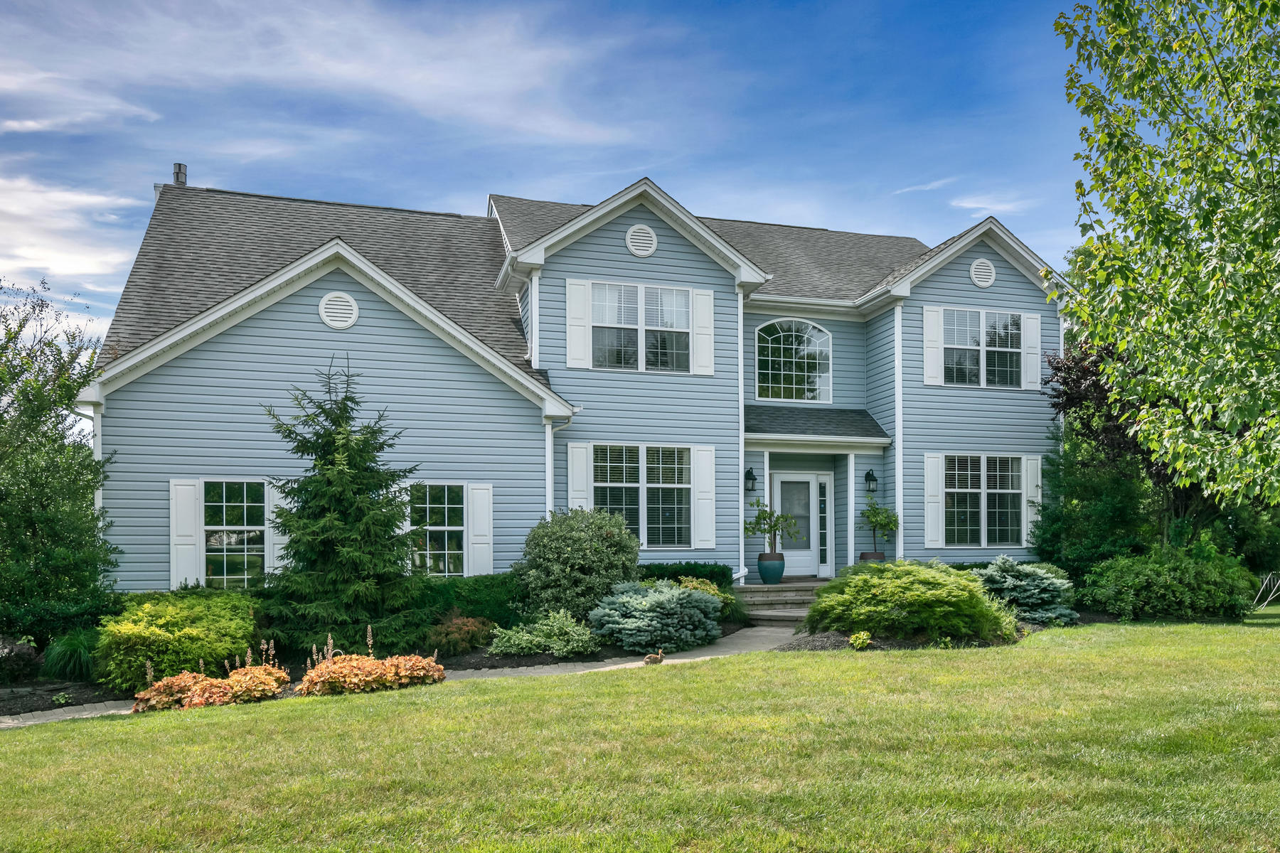 single family homes pour l Vente à Spacious and Bright 1614 Barkalow Road, Wall, New Jersey 07719 États-Unis