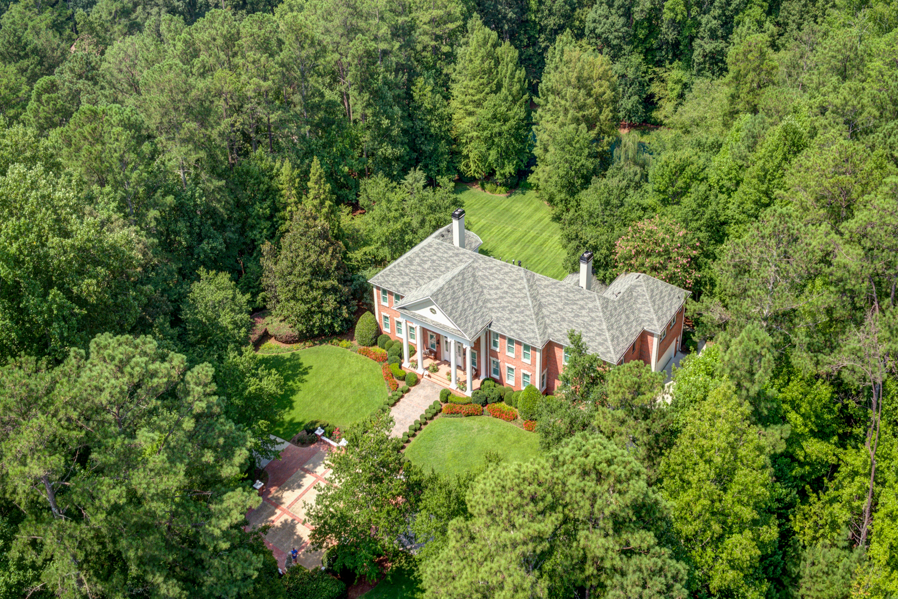 Single Family Homes voor Verkoop op Meticulous Custom Built Estate on 5+/- Stunning Acres 4500 Candacraig, Johns Creek, Georgië 30022 Verenigde Staten