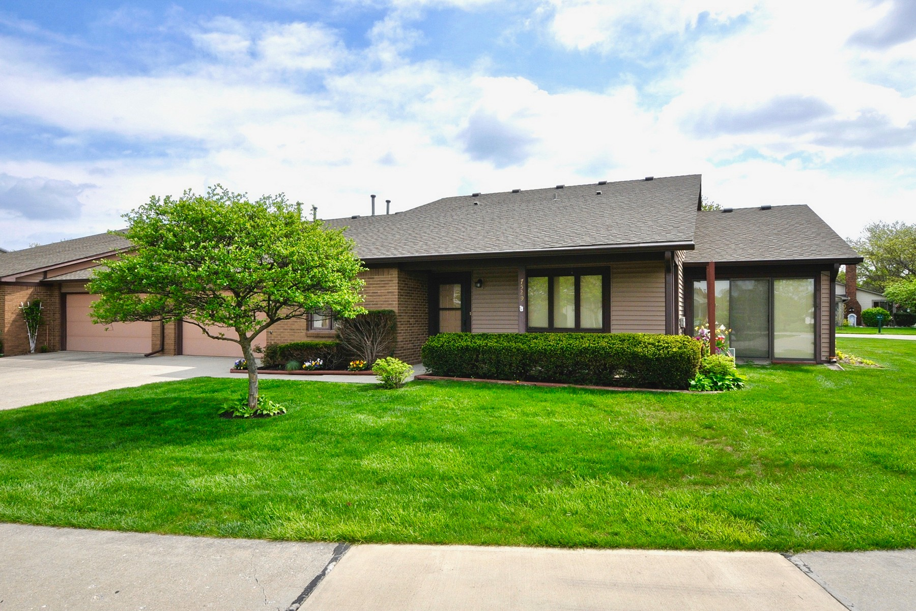 Condominium for Sale at Location, Convenience & Style 7529 Farm View Circle Indianapolis, Indiana 46256 United States