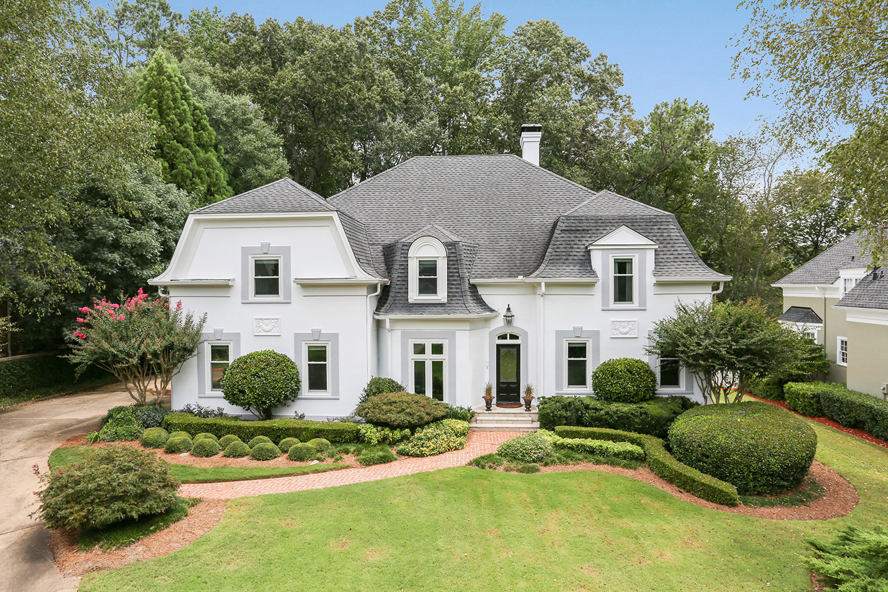 Maison unifamiliale pour l Vente à A Sophisticated Sandy Springs Masterpiece 580 Avignon Court, Sandy Springs, Georgia, 30350 États-Unis