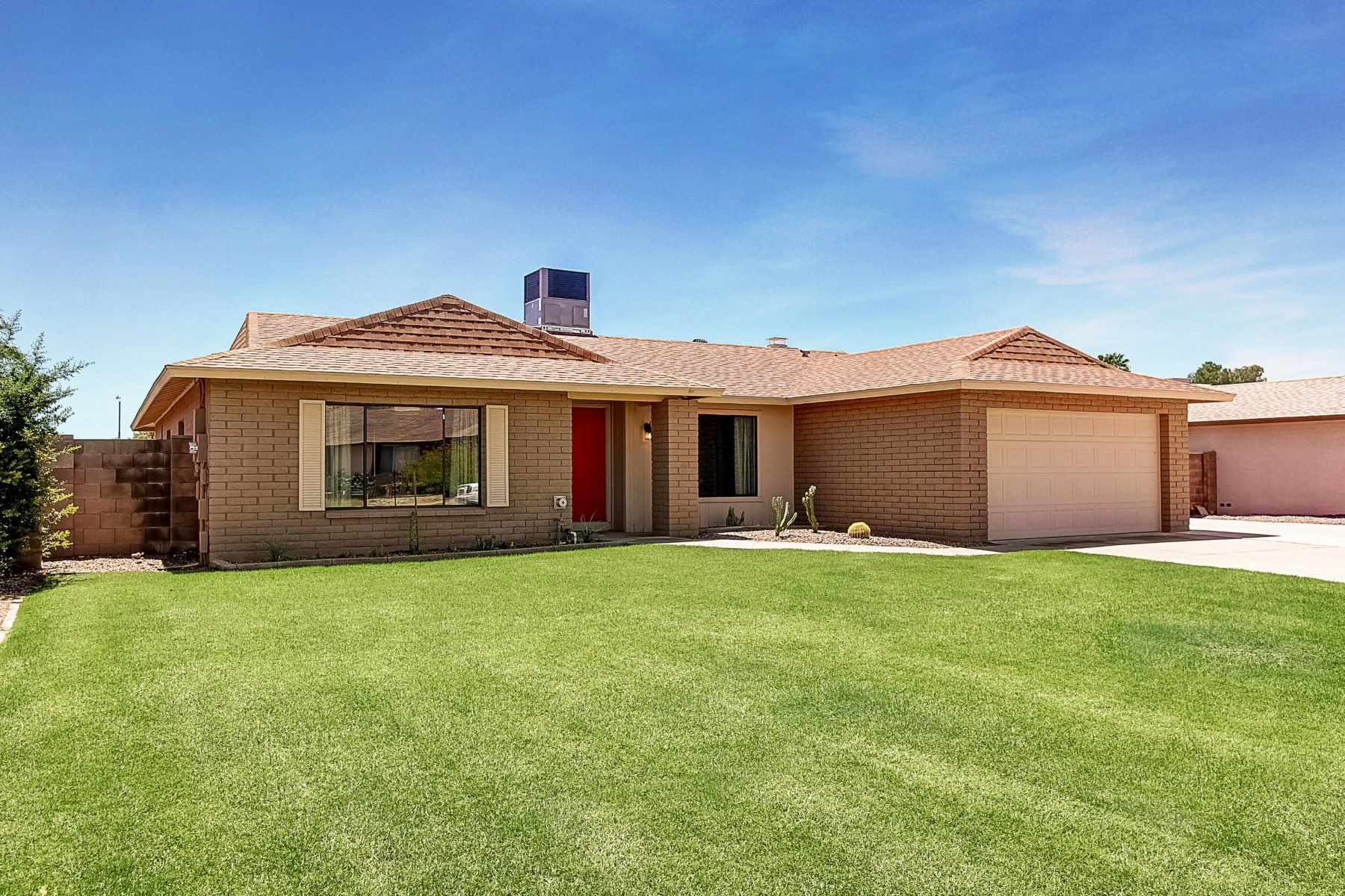 Casa Unifamiliar por un Venta en Move-in ready Scottsdale home 4837 E Acoma Dr Scottsdale, Arizona, 85254 Estados Unidos
