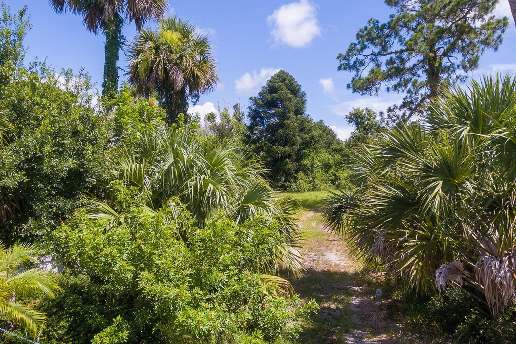Terrain pour l Vente à Acreage Close to Everything! 5966 26th St Vero Beach, Florida, 32966 États-Unis