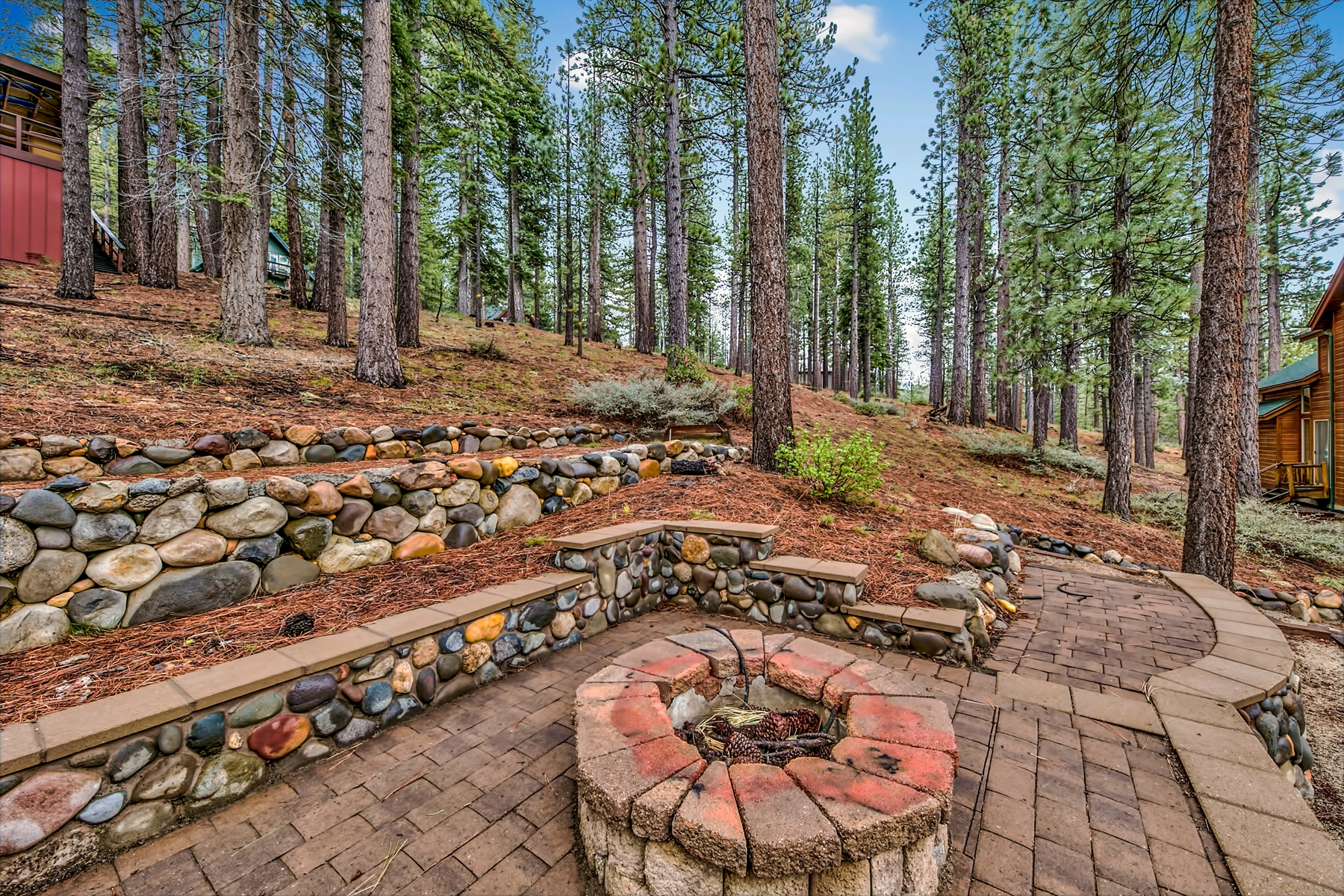 Additional photo for property listing at 2240 Columbine Trail, South Lake Tahoe, CA 96150 2240 Columbine Trail South Lake Tahoe, California 96150 United States