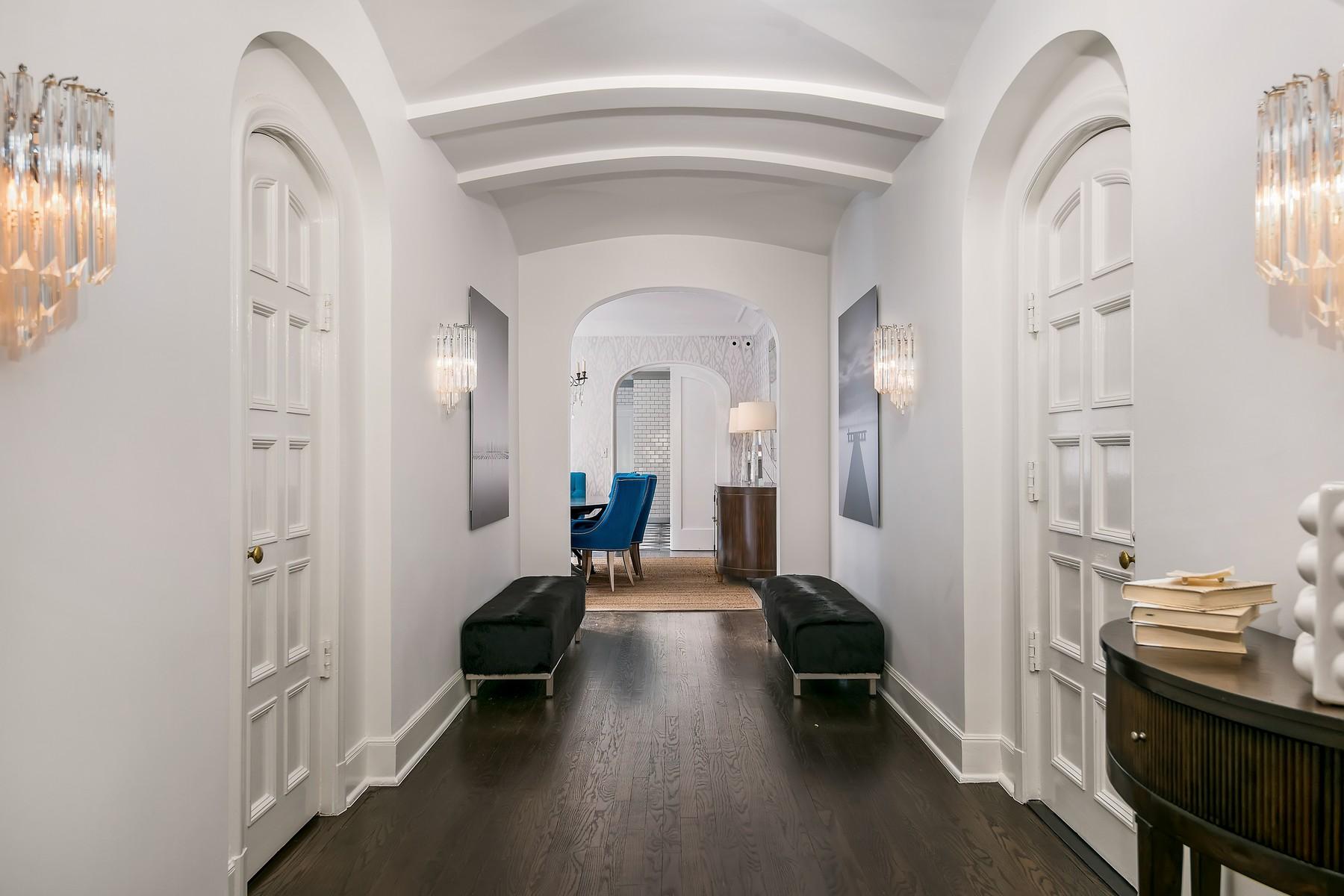 共管式独立产权公寓 为 销售 在 Jaw Dropping Renovation 1320 N State Parkway Unit 11A, 芝加哥, 伊利诺斯州, 60610 美国