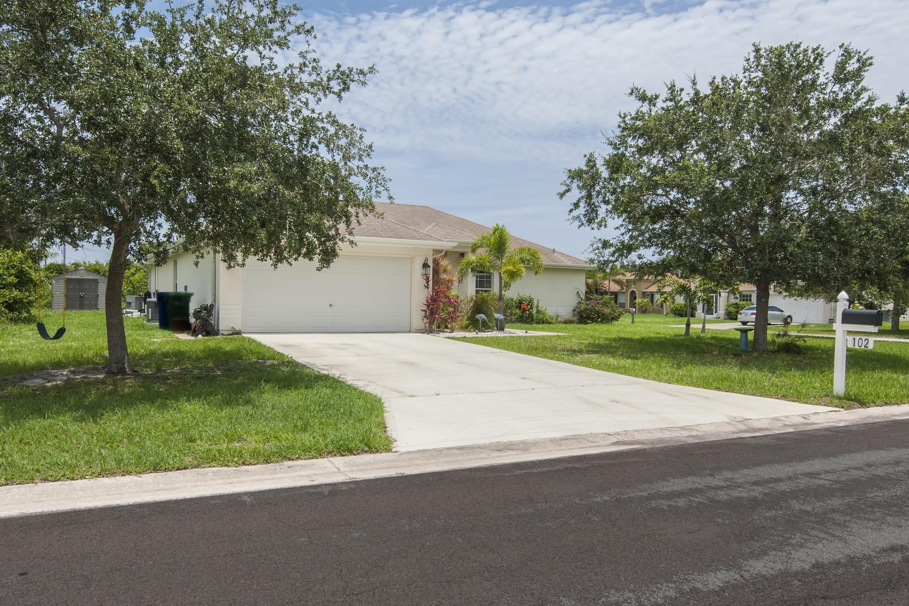 Частный односемейный дом для того Продажа на Inviting Home with Brand New Pool! 102 Crawford Drive Sebastian, Флорида, 32958 Соединенные Штаты