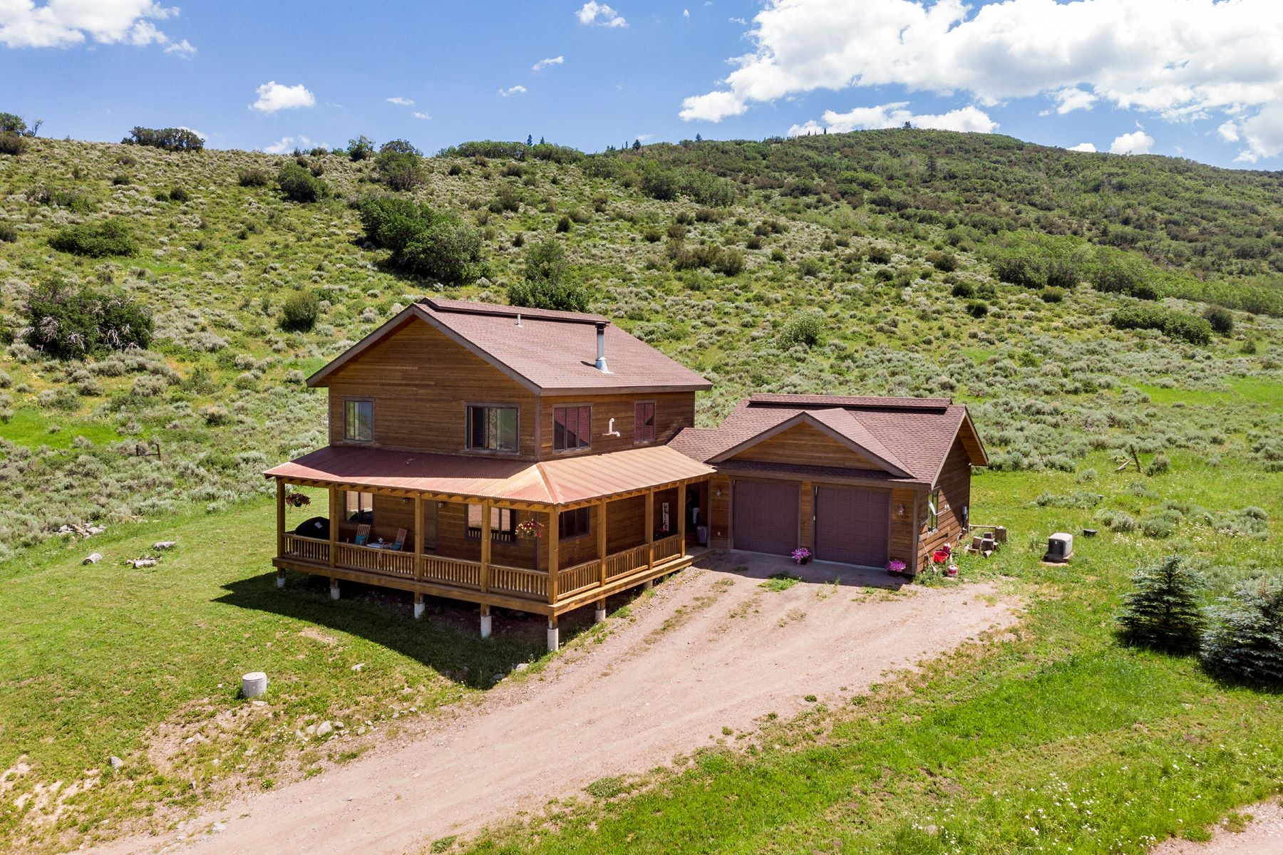 Single Family Homes para Venda às Stunning Views in Southshore 31685 Shoshone Way, Oak Creek, Colorado 80467 Estados Unidos