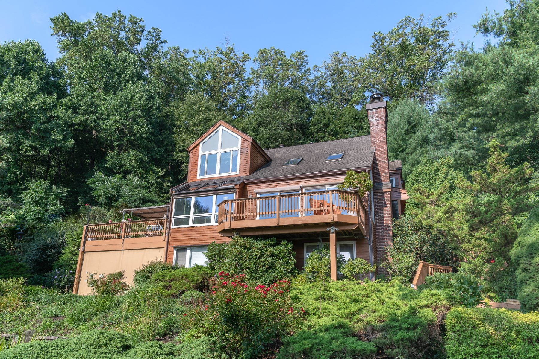 Single Family Homes for Active at Pristine Contemporary with Stunning River Views 970 Route 9W Nyack, New York 10960 United States