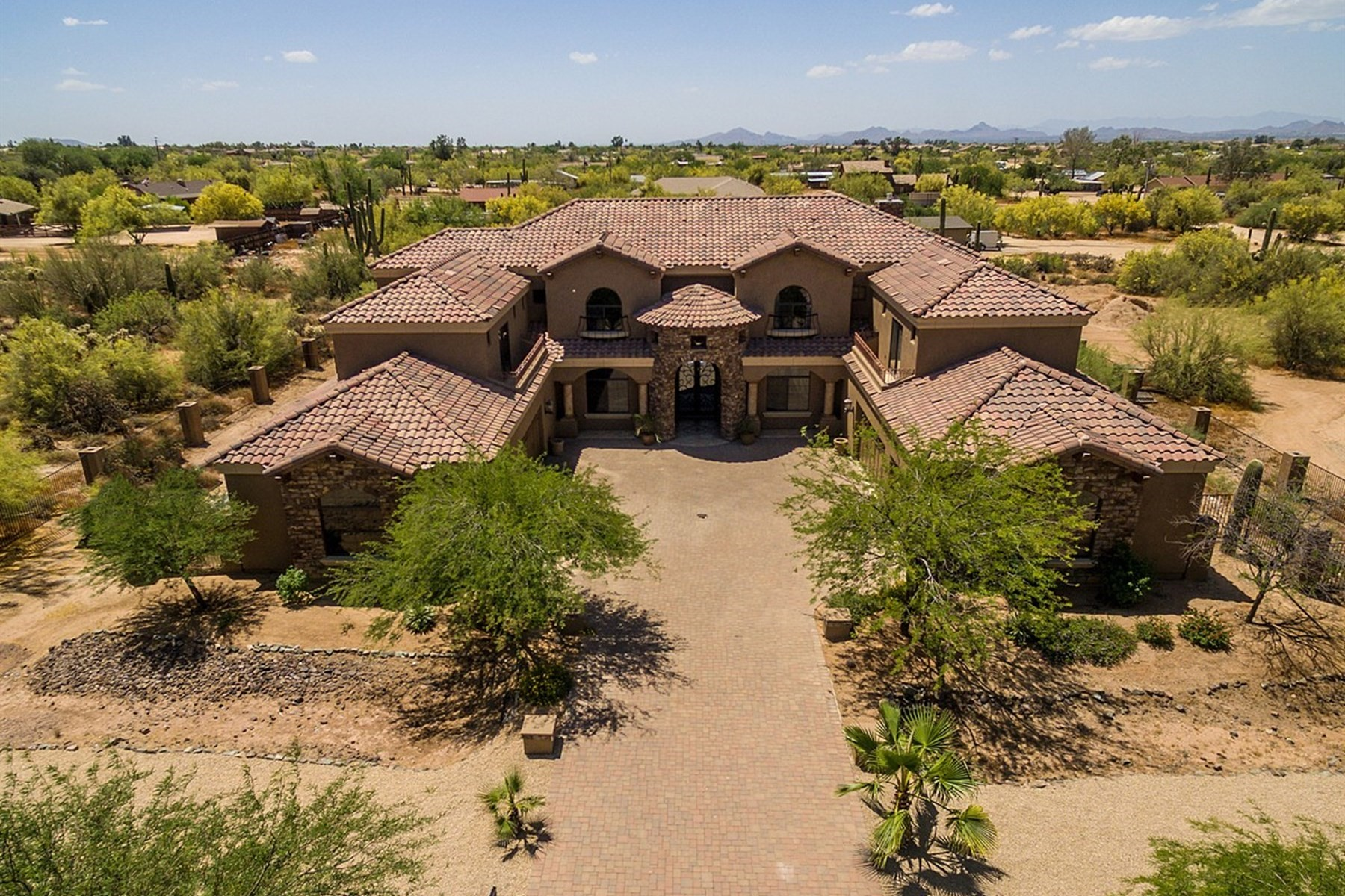 Villa per Vendita alle ore Quality Custom home on a level acre lot in Cave Creek 6221 E Dixileta Dr Cave Creek, Arizona, 85331 Stati Uniti
