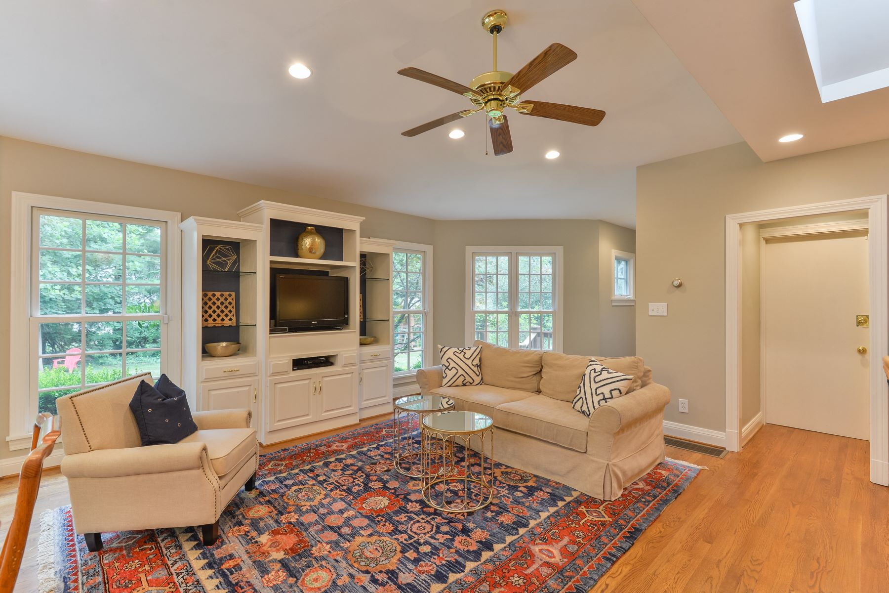 Additional photo for property listing at 420 Country Lane  Louisville, Kentucky 40207 United States