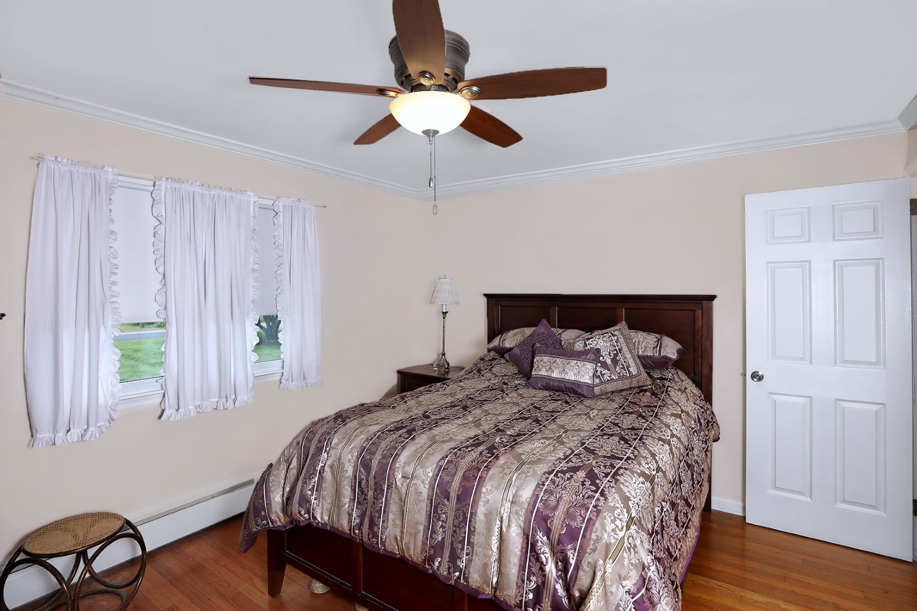 Additional photo for property listing at Acreage Living At Its Best 14 Woosamonsa Road, Pennington, New Jersey 08534 United States