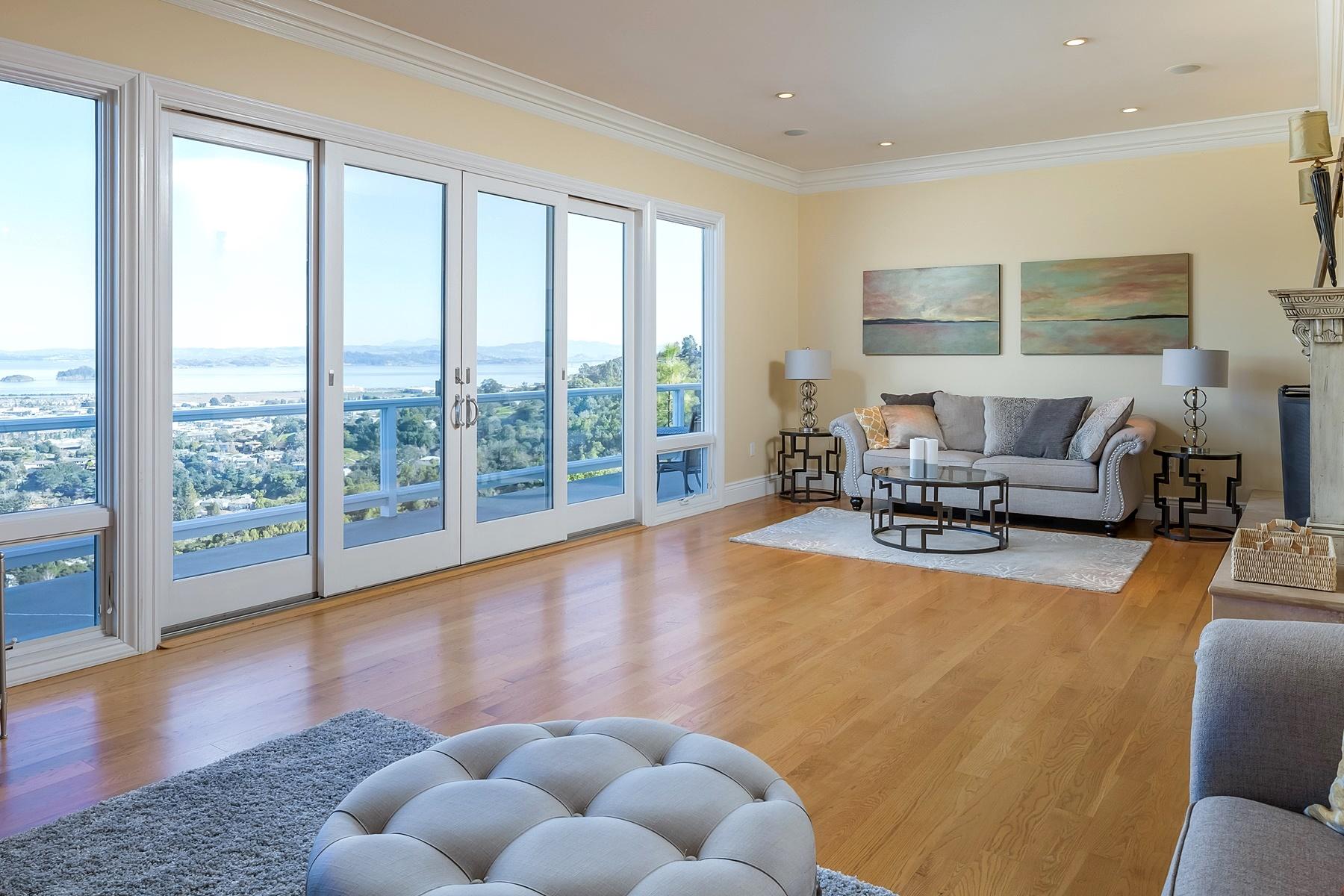 واحد منزل الأسرة للـ Sale في Serenity ~ Captivating ~ Panoramic 212 Bret Harte Road San Rafael, California 94901 United States