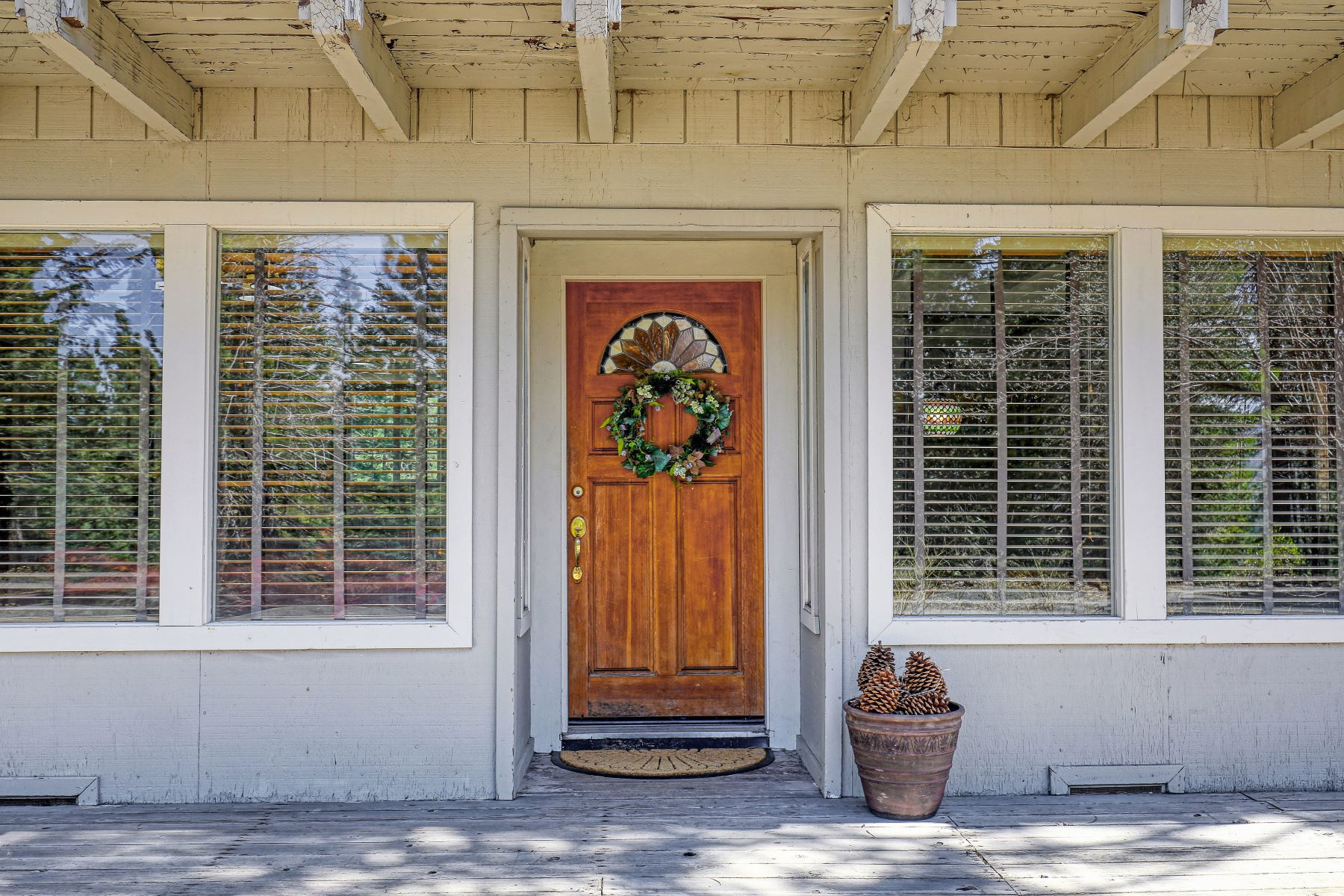 Additional photo for property listing at Elevated in Desirable South Lake Tahoe Area 1571 Skyline Drive 南太浩湖, 加利福尼亚州 96150 美国