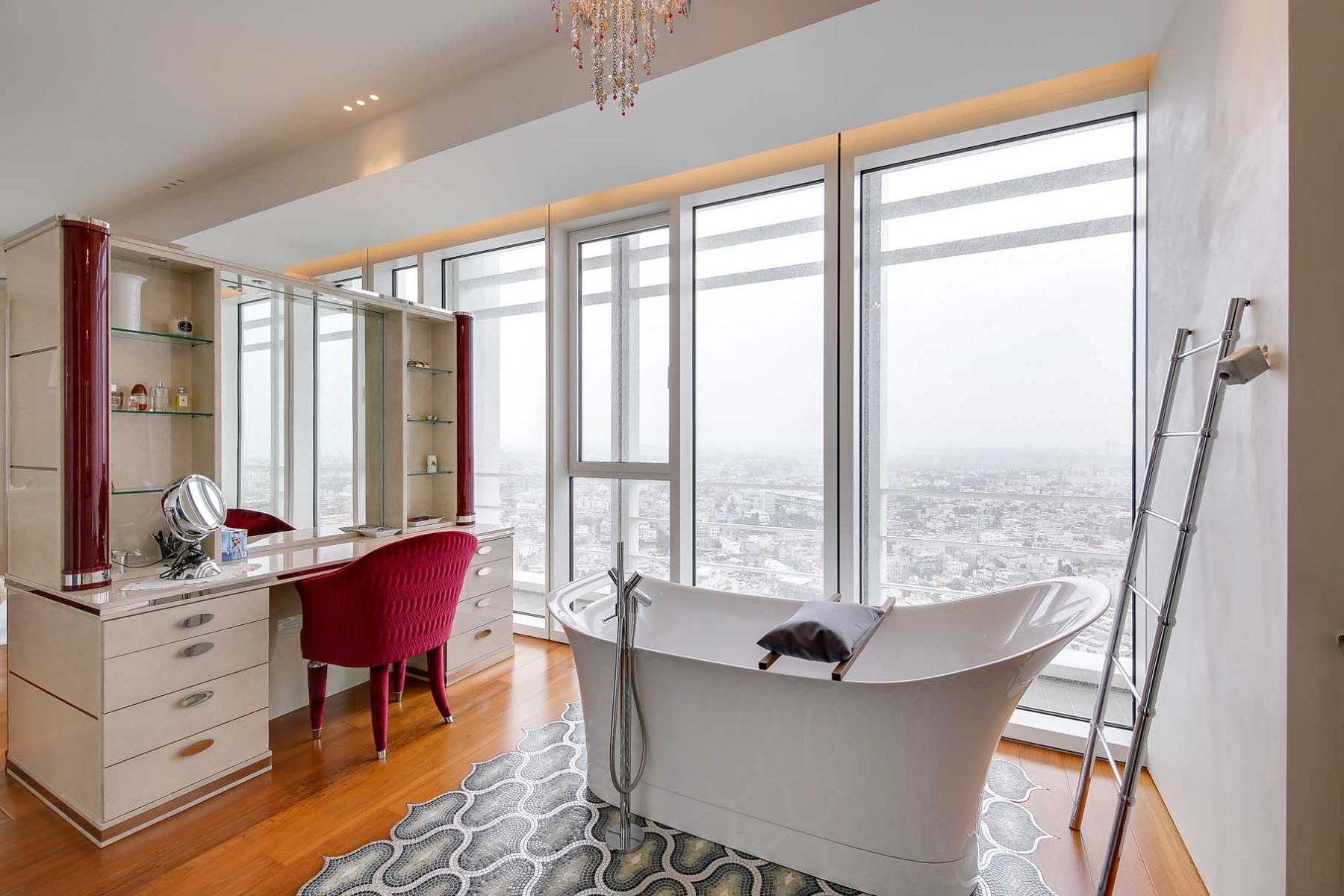 Additional photo for property listing at Meir Tower Apartment  With Incredible Panoramic Views Tel Aviv, Israel Israel