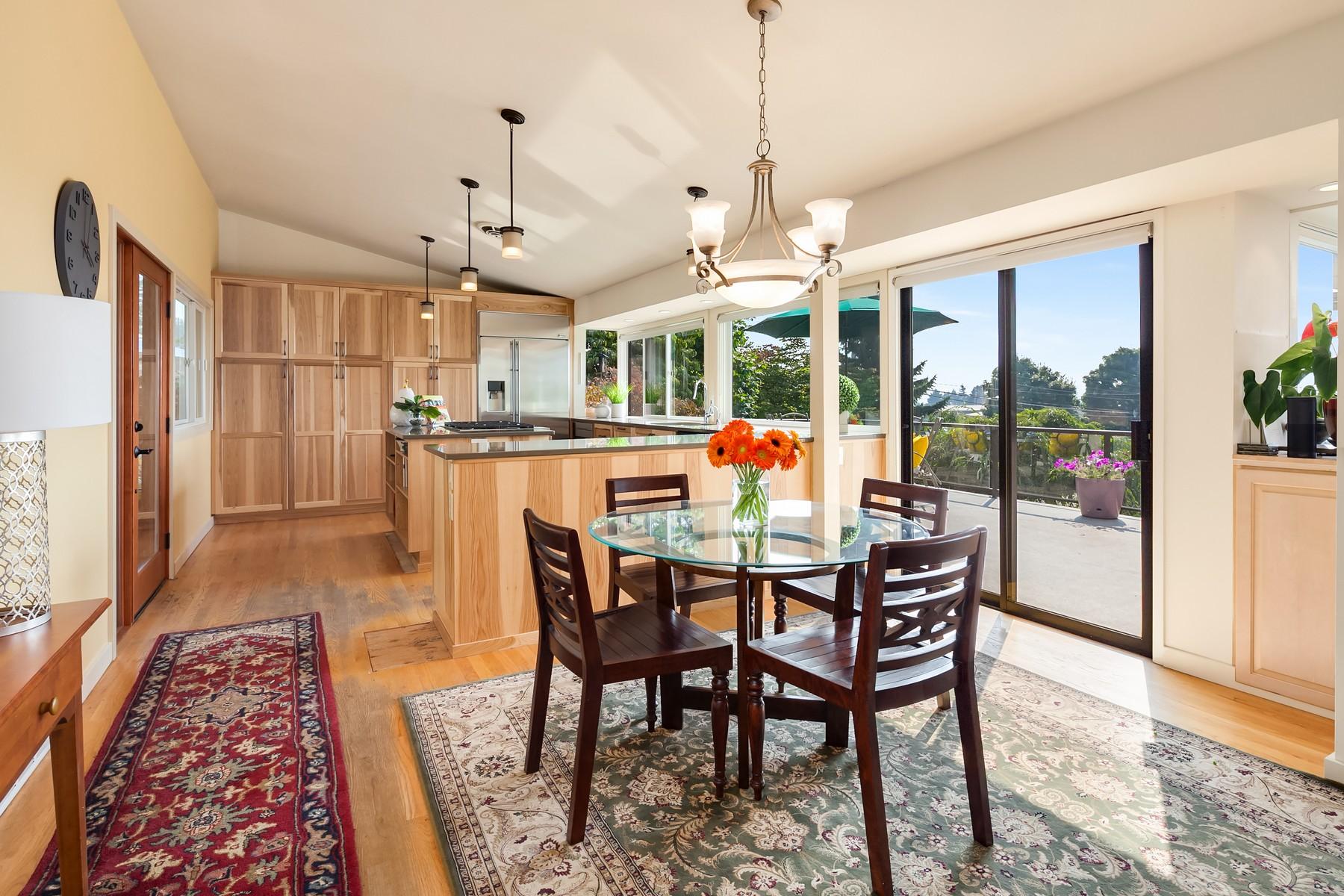 Additional photo for property listing at Kirkland Mid-Century Rambler 6500 113th Ave NE Kirkland, Washington 98033 United States