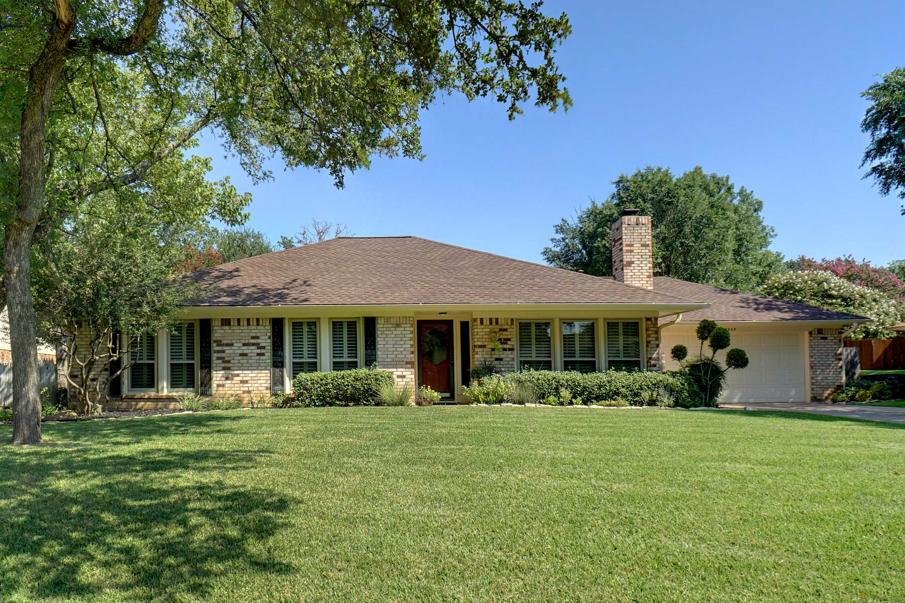 Single Family Home for Sale at Updated Home In Established Neighborhood 2940 Southridge Drive Grapevine, Texas, 76051 United States