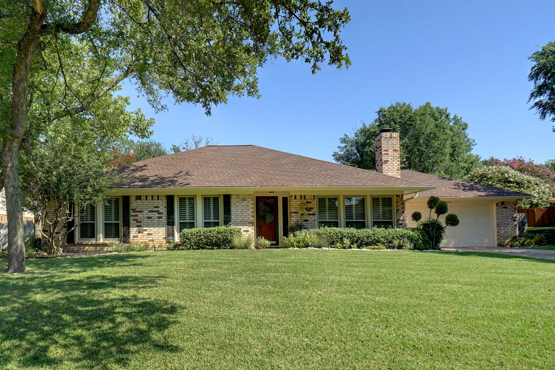 واحد منزل الأسرة للـ Sale في Updated Home In Established Neighborhood 2940 Southridge Drive Grapevine, Texas, 76051 United States