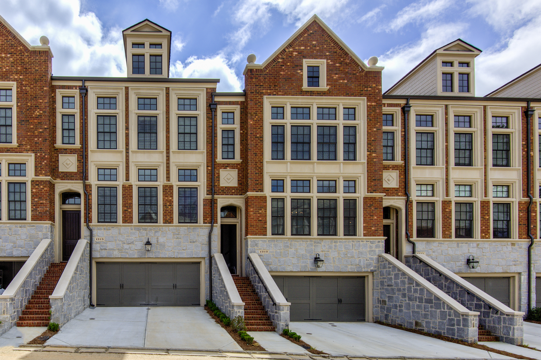 타운하우스 용 임대 에 Fabulous Three Bedroom, Three and a Half Bath Townhome for Rent 1313 Dover Circle NE Brookhaven, 조지아 30319 미국