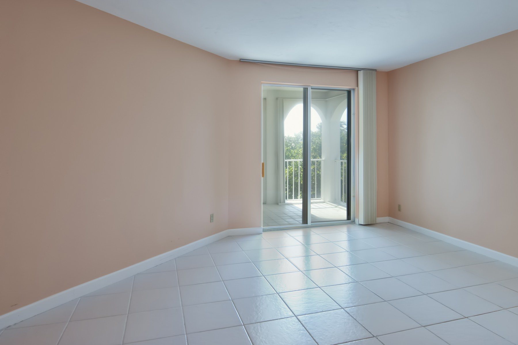 Additional photo for property listing at Two Bedroom Condo With Ocean Views 5670 Highway A1A Unit 315S Vero Beach, Florida 32963 United States