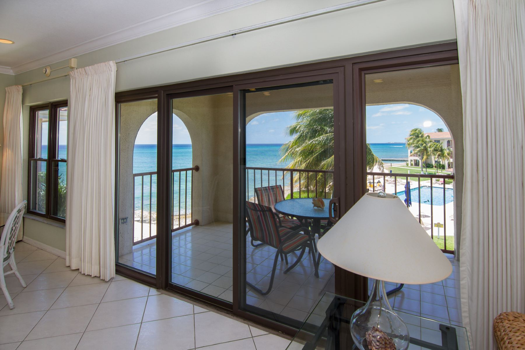 Additional photo for property listing at George Town Villas #317 Beachfront Condo 七英里海峡, 大开曼岛 开曼群岛