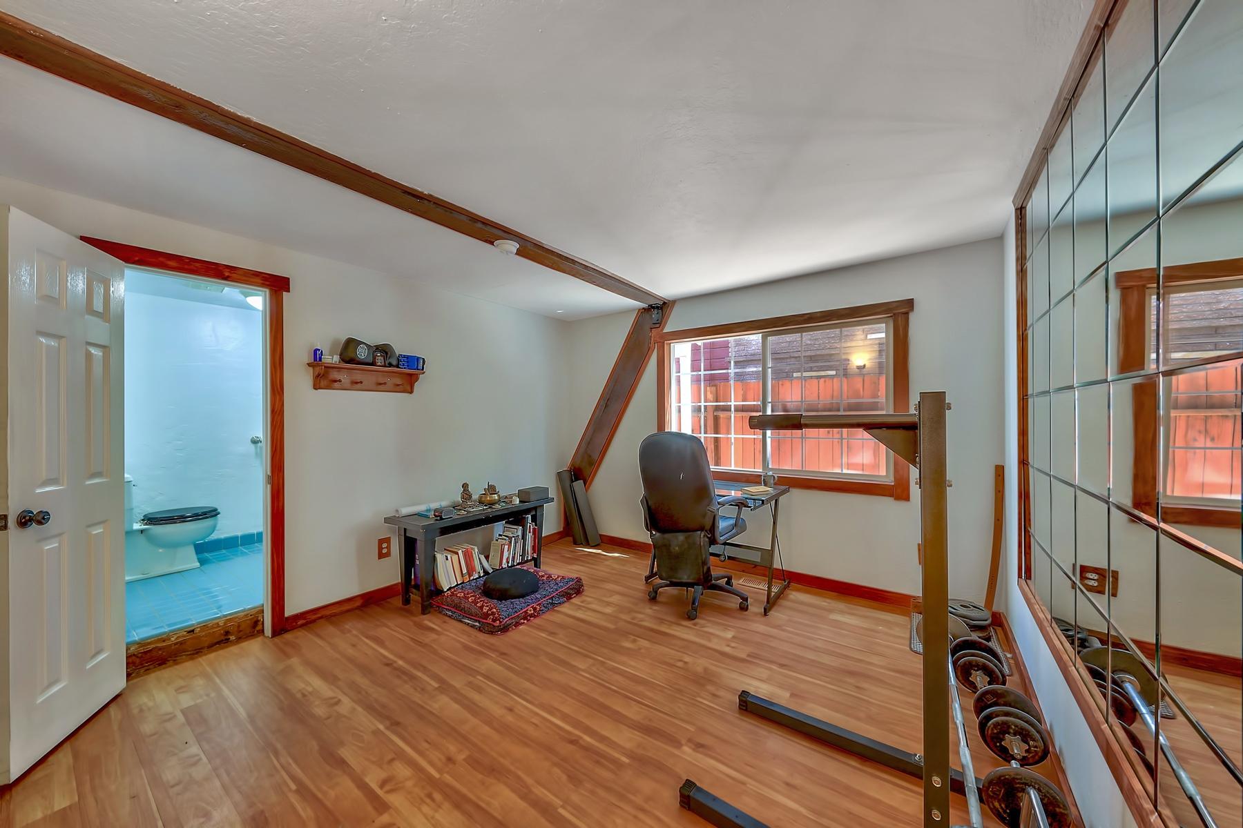 Additional photo for property listing at 731 Tahoe Keys Blvd, South Lake Tahoe, CA 96150 731 Tahoe Keys Blvd South Lake Tahoe, California 96150 Estados Unidos