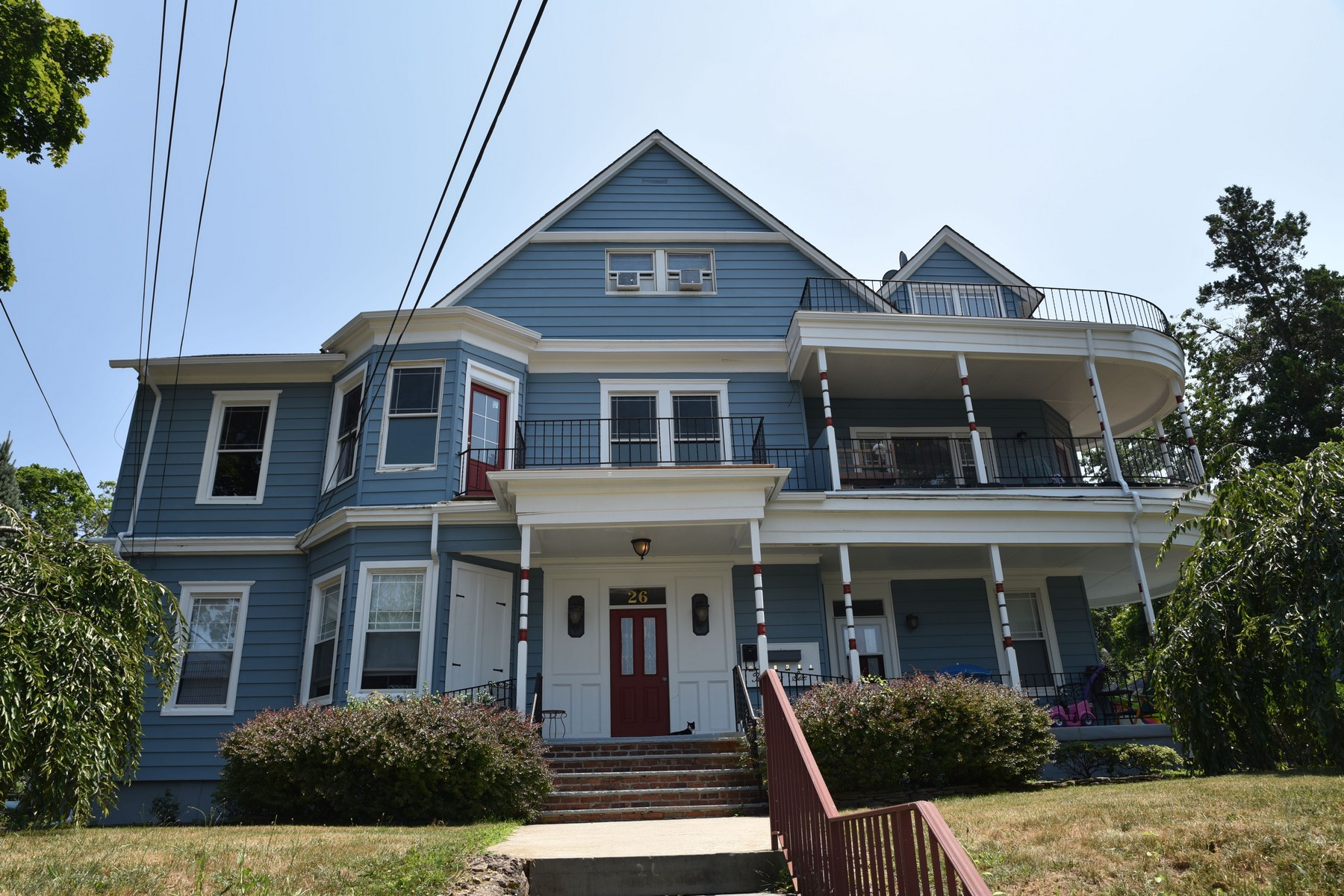 Multi-Family Homes для того Продажа на Gracious Victorian Beauty 26 6th Ave, Atlantic Highlands, Нью-Джерси 07716 Соединенные Штаты