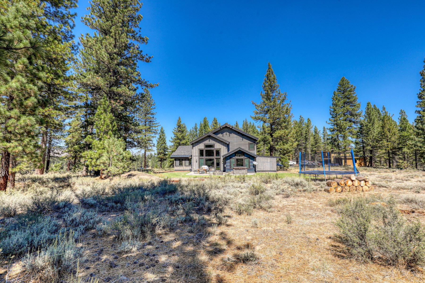 Additional photo for property listing at Tucked Away in Glenshire 10755 Courtenay Lane Truckee, California 96161 United States