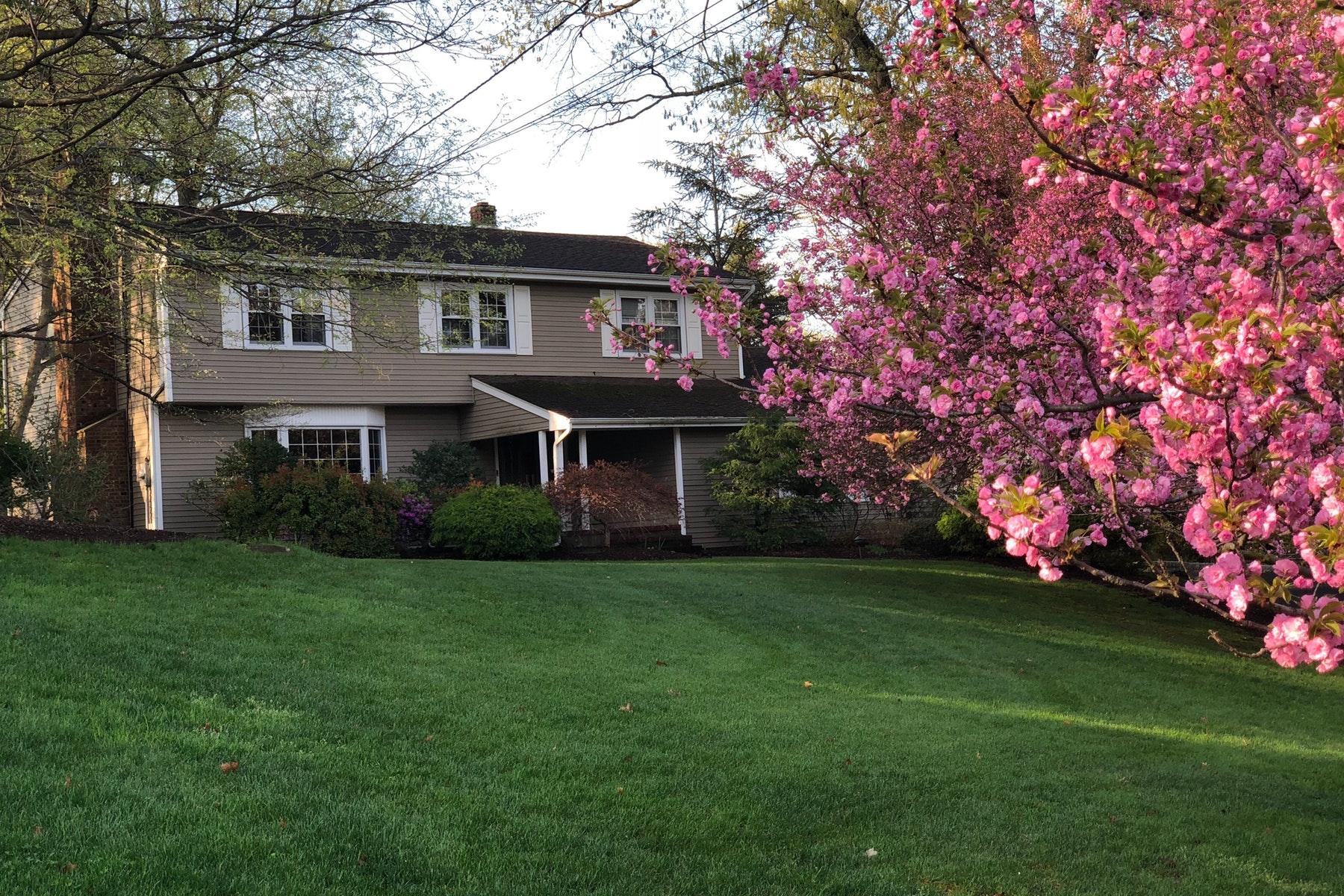 Частный односемейный дом для того Продажа на Gem on a Cul-De-Sac 221 Wayfair Circle, North Haledon, Нью-Джерси 07417 Соединенные Штаты