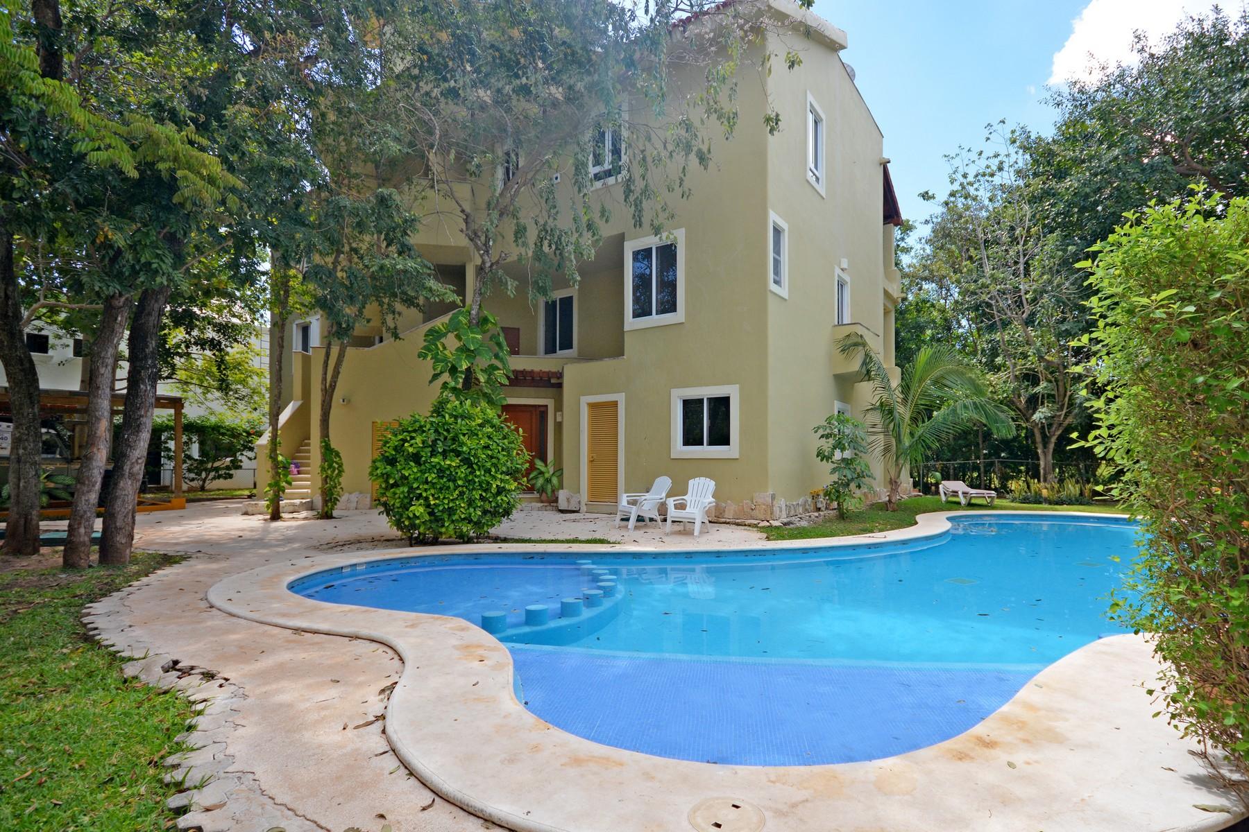 Condominio por un Venta en CASA AMIGOS Avenida Paseo Coba Condominio Hoyo 4, PH #103 Playa Del Carmen, Quintana Roo 77710 México