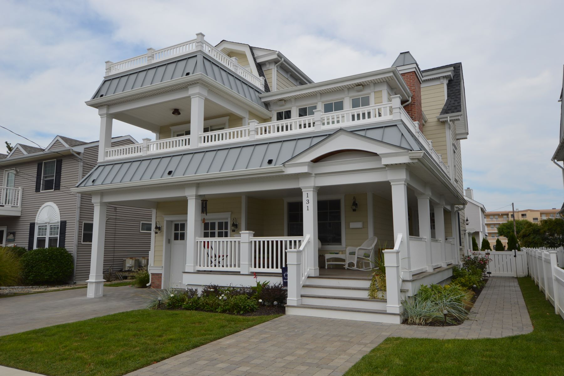 Single Family Home for Rent at Expansive Vacation home 131 9th Street, Avalon, New Jersey 08202 United States