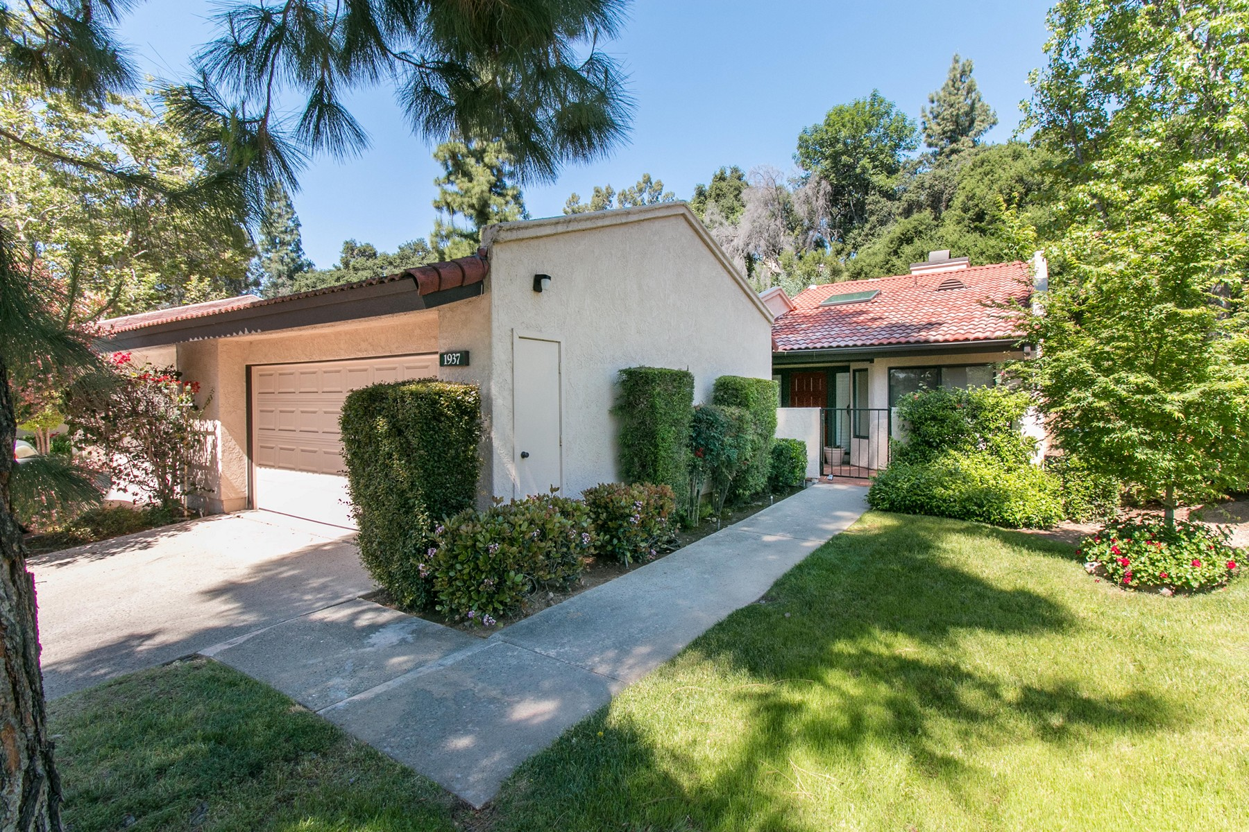 Single Family Homes for Active at 1937 Lockhaven Way, Claremont, California 91711 1937 Lockhaven Way Claremont, California 91711 United States