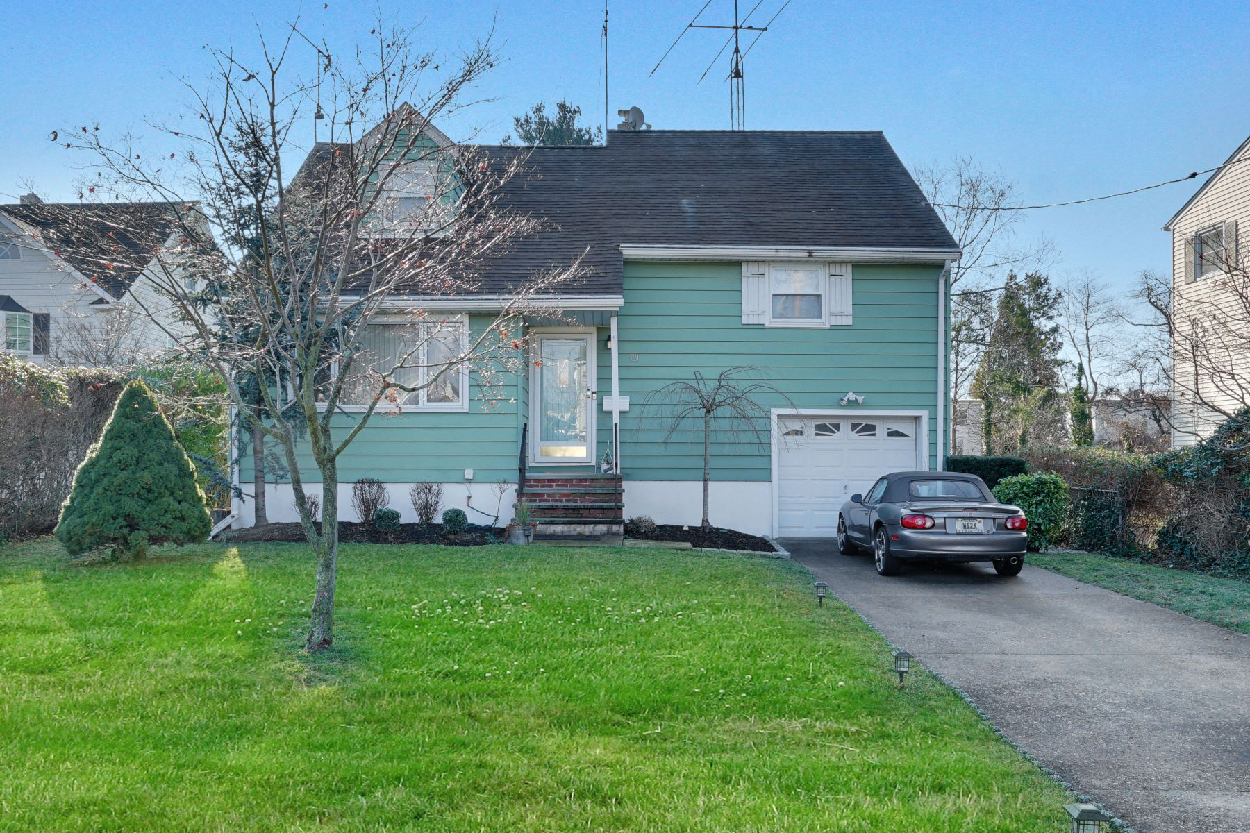 Single Family Homes для того Продажа на Spacious Split Level 921 Clairidge Drive, Spring Lake Heights, Нью-Джерси 07762 Соединенные Штаты