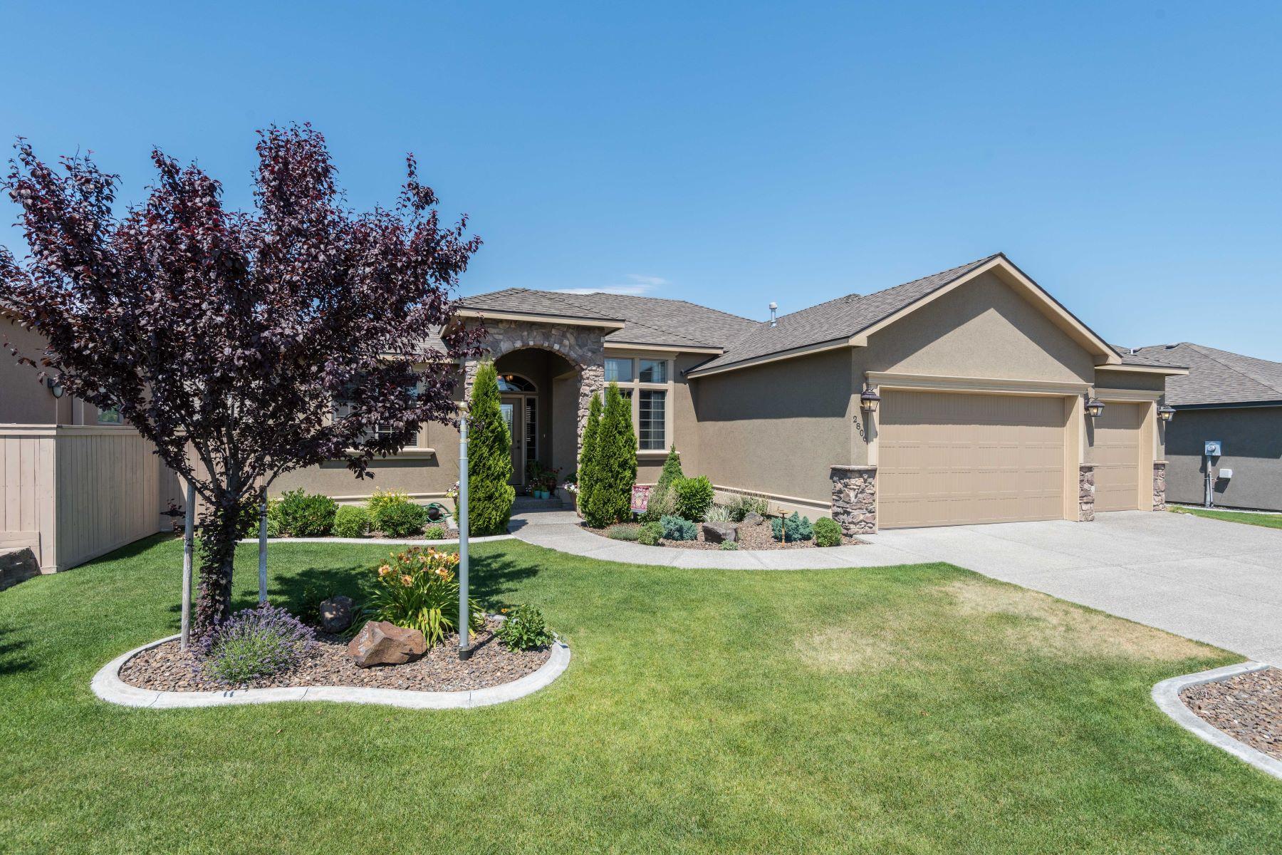 Частный односемейный дом для того Продажа на Upgraded rambler in golf course community! 2806 Copperbutte Street Richland, Вашингтон, 99354 Соединенные Штаты