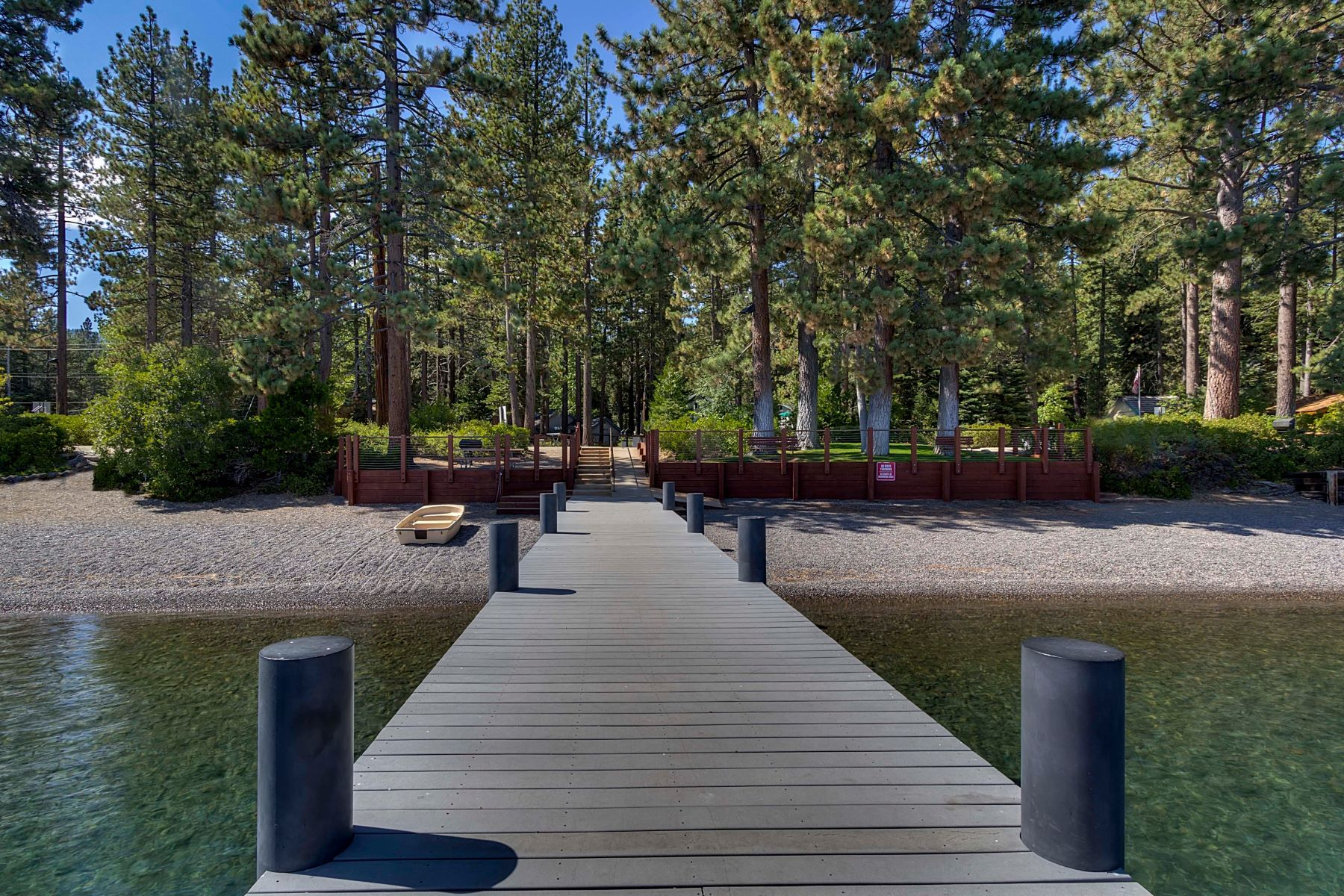 Single Family Homes 为 销售 在 1716 Willow Avenue, Tahoe City, CA 1716 Willow Avenue 塔霍湖城, 加利福尼亚州 96145 美国