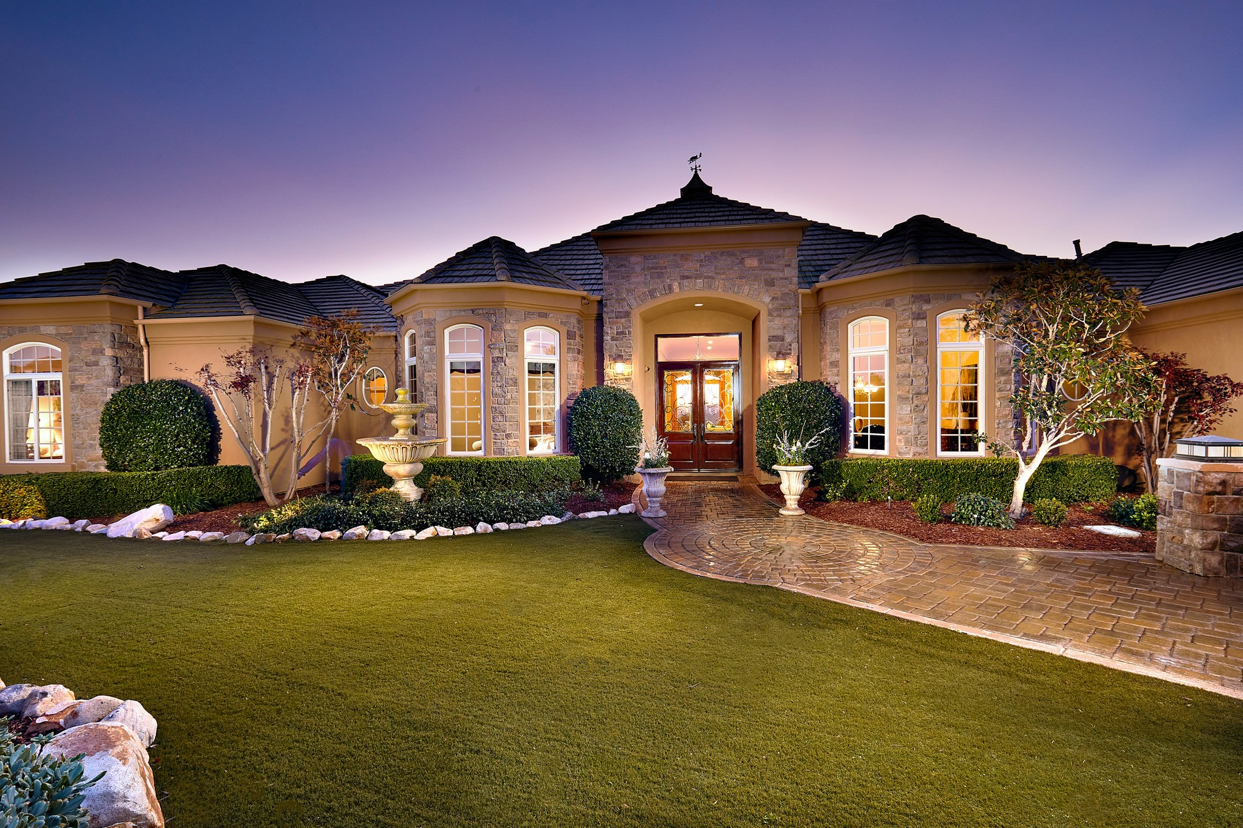 Single Family Homes para Venda às A Private Well Maintained Custom Single Level Estate 14466 Southern Hills Lane, Poway, Califórnia 92064 Estados Unidos