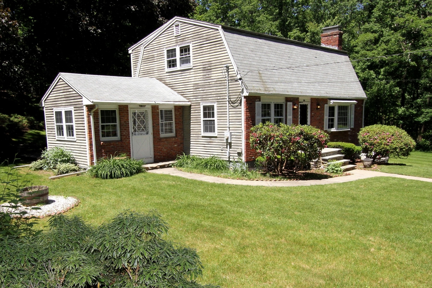 Single Family Homes for Active at Beautiful Property In Upton 100 Ridge Road Upton, Massachusetts 01568 United States
