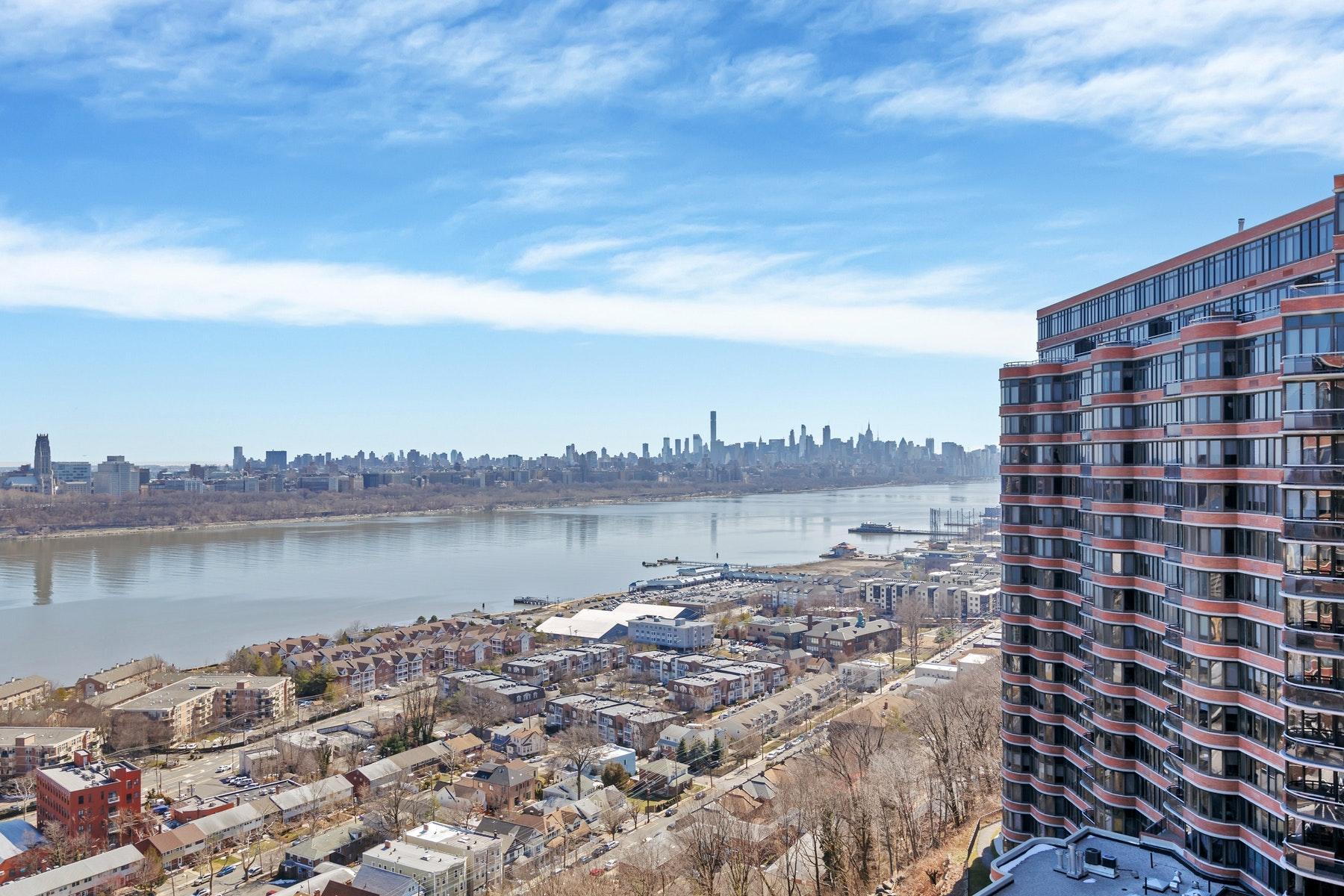 Eigentumswohnung für Verkauf beim Carlyle Towers 100 Winston Drive, #15G N Cliffside Park, New Jersey 07010 Vereinigte Staaten