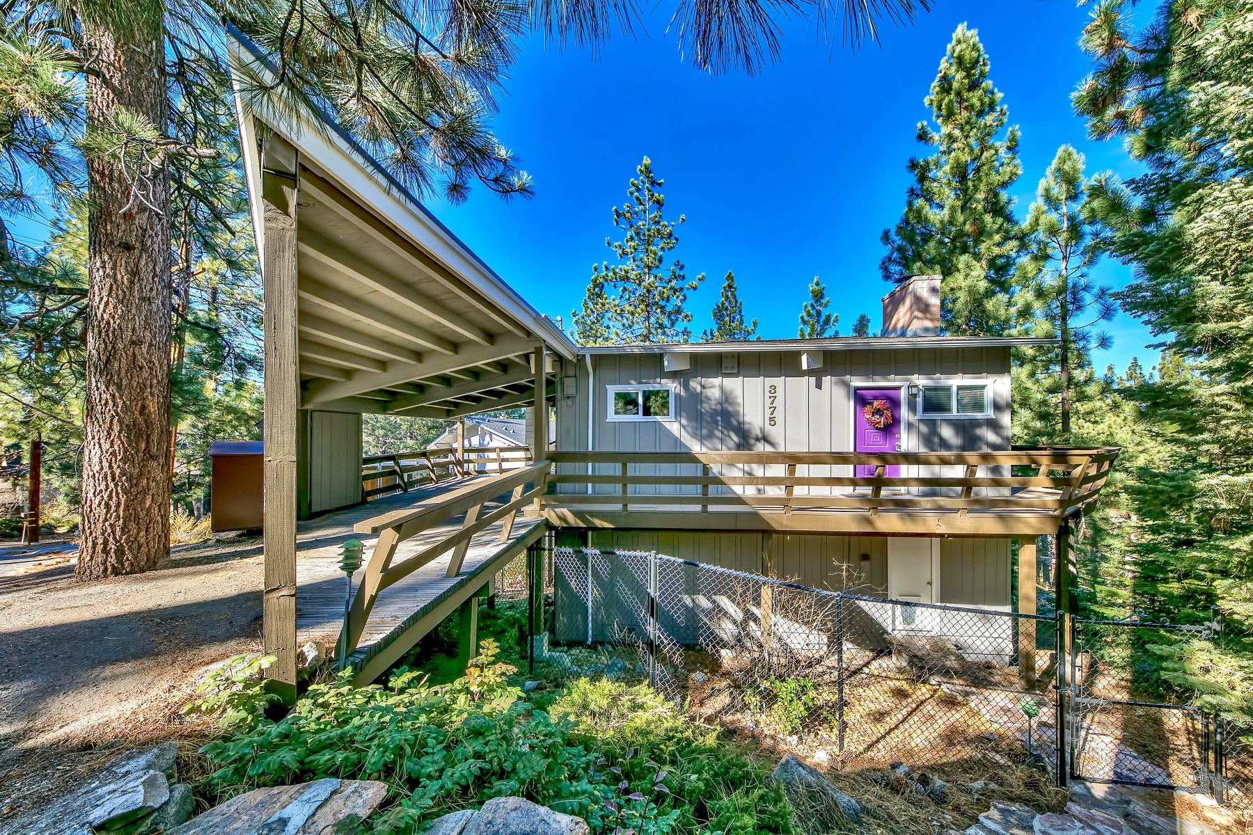 Single Family Homes por un Venta en 3775 Overlook Court, South Lake Tahoe, CA 96150 3775 Overlook Court South Lake Tahoe, California 96150 Estados Unidos