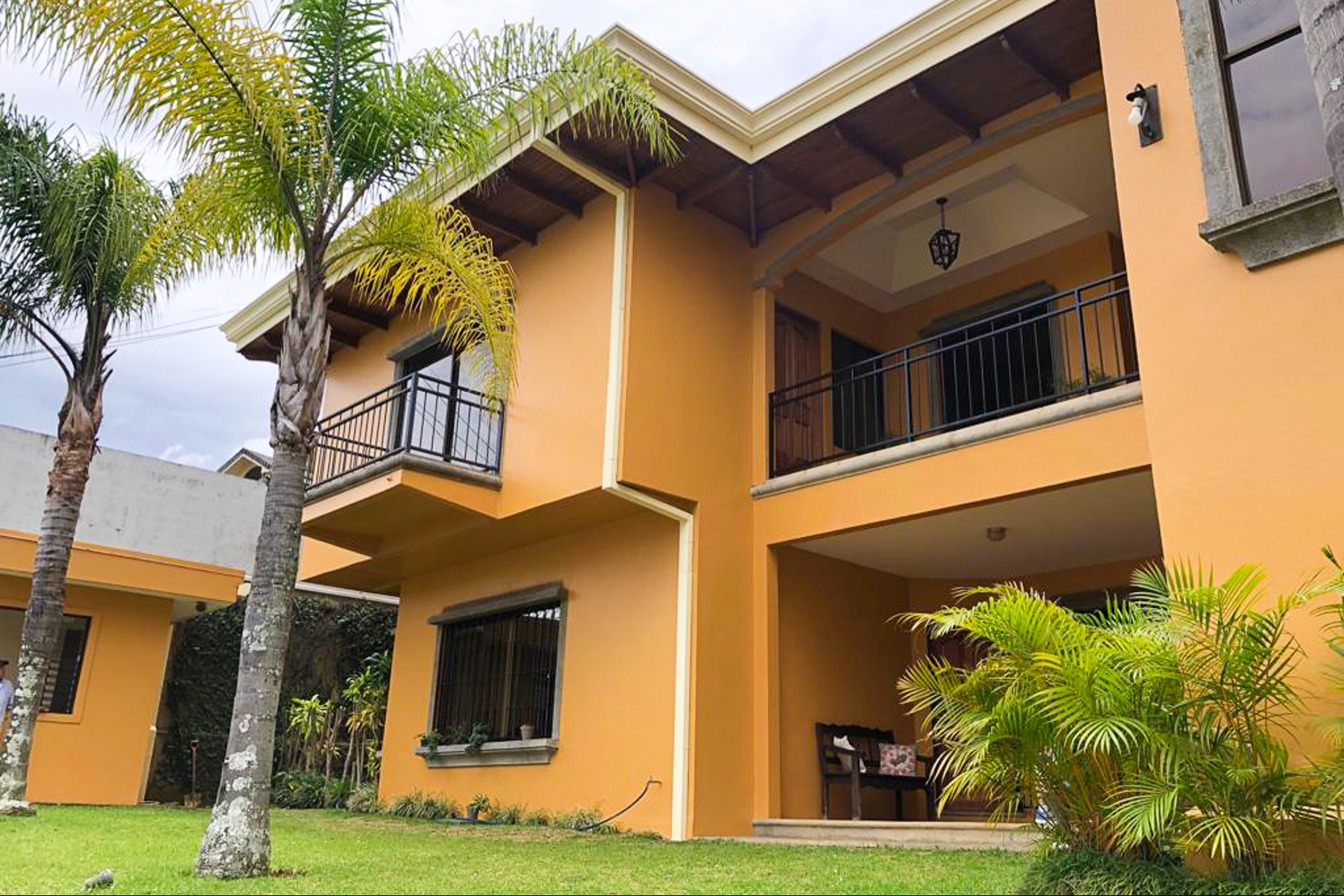 Apartments for Sale at Apartamento en Pinares Curridabat, San Jose Costa Rica