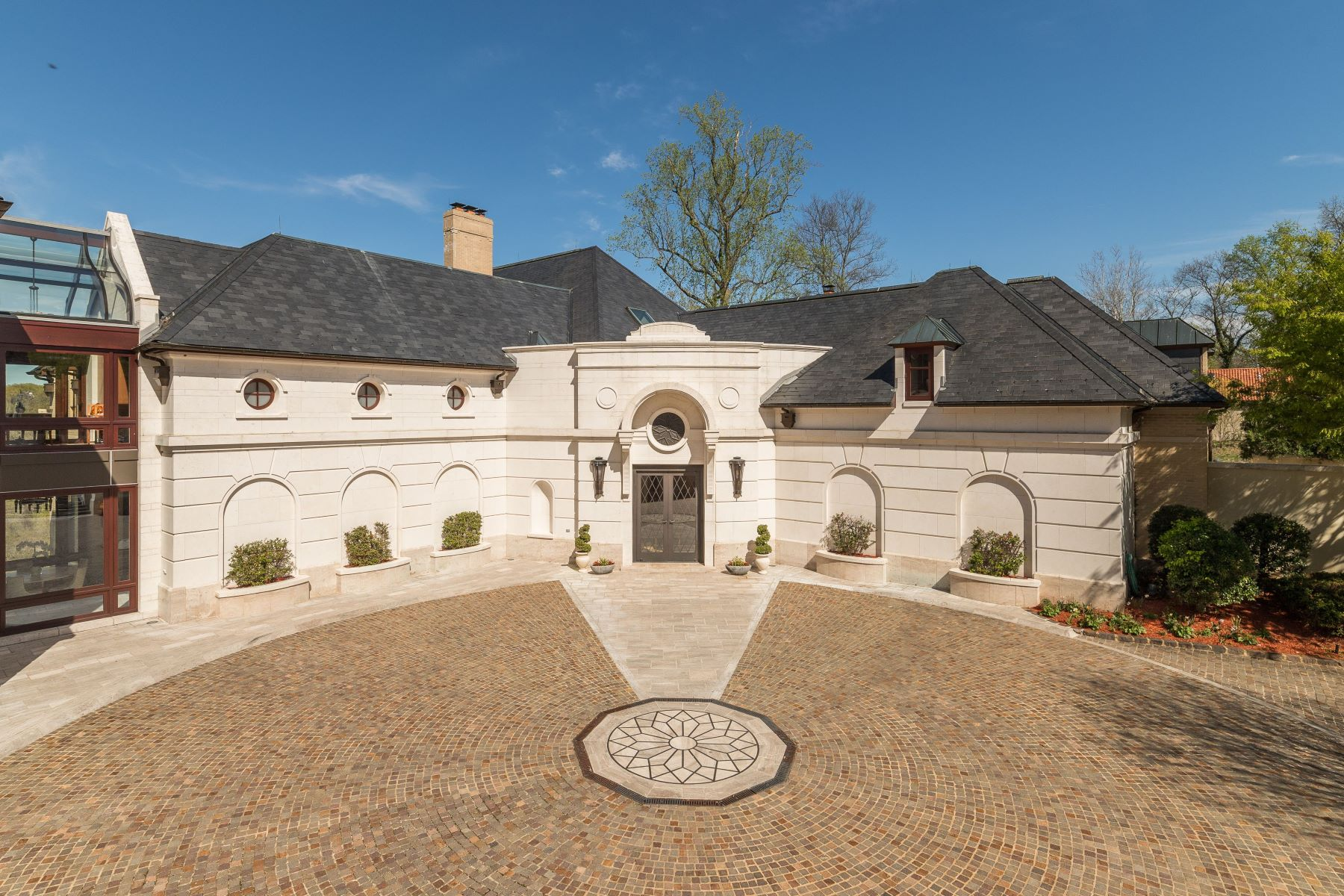 Additional photo for property listing at The Falls  McLean, Virginia 22101 United States