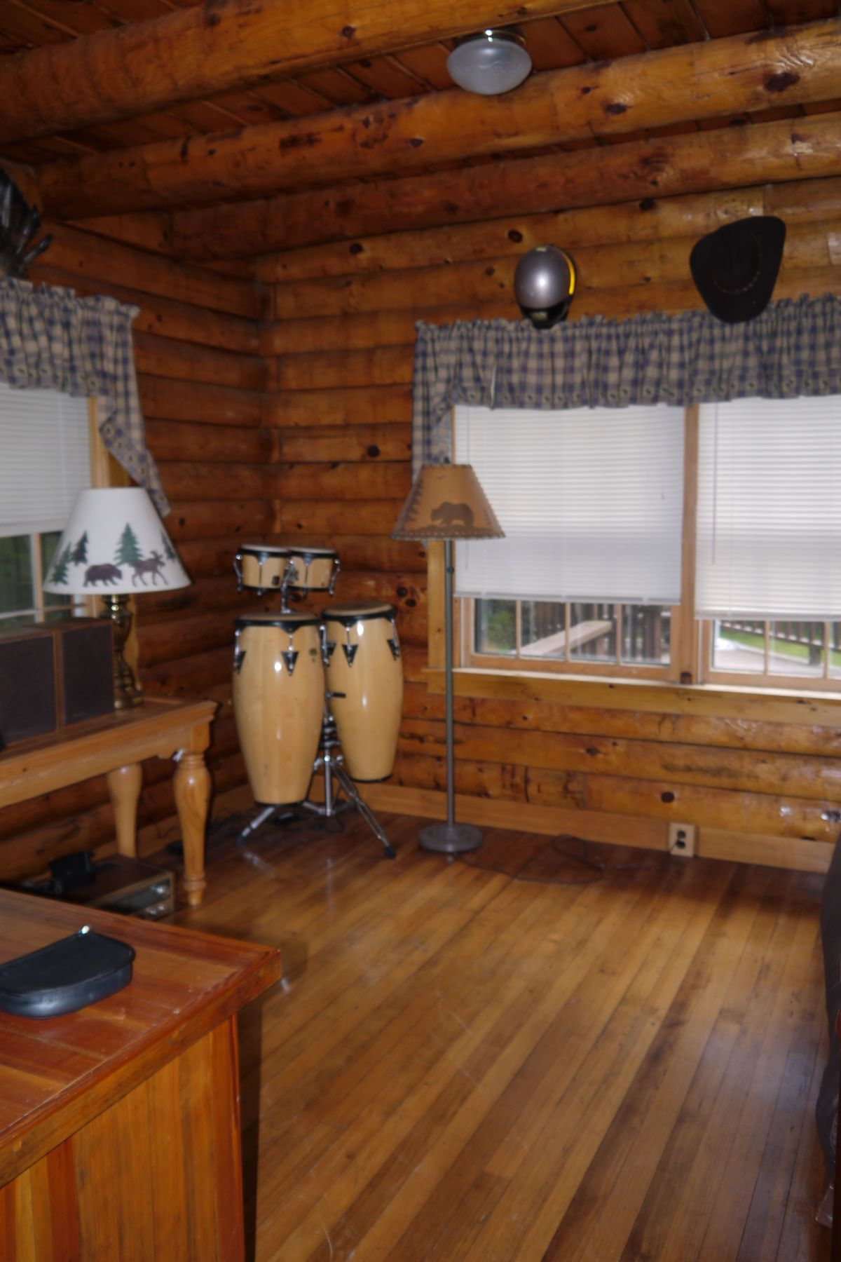Additional photo for property listing at Private year round log home 19 Sugarbush Estates, Inlet, 纽约 13360 美國