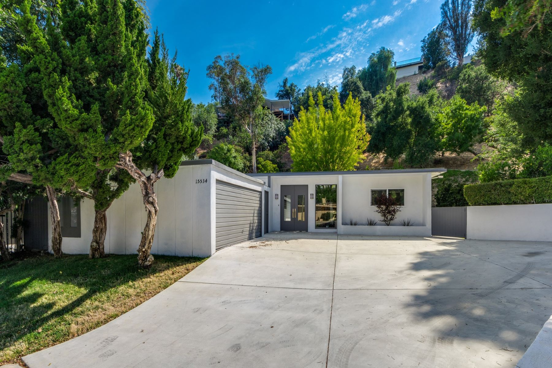 Single Family Home for Sale at 15534 High Knoll Rd Encino, California 91436 United States
