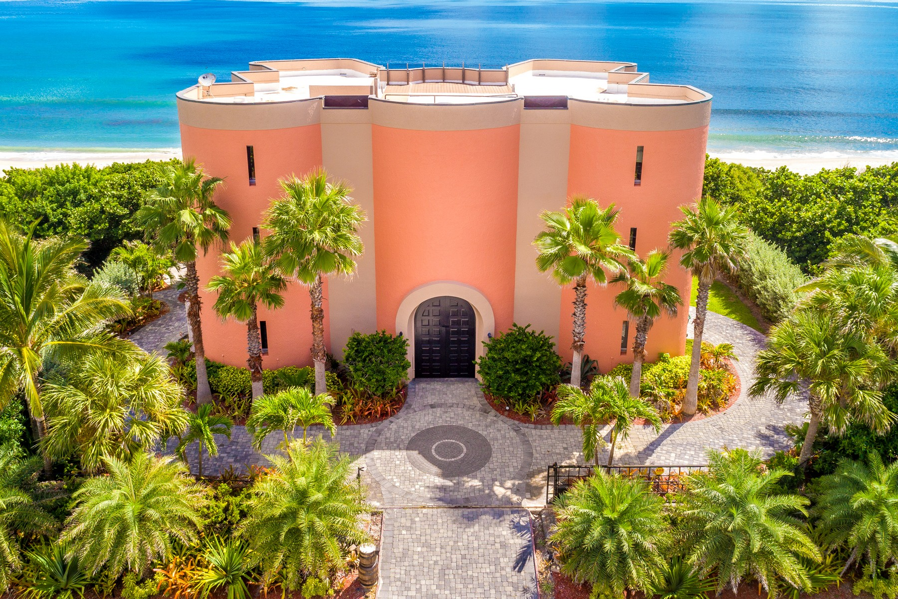 Single Family Homes для того Продажа на Oceanfront Castle! 7525 Highway A1A Melbourne Beach, Флорида 32951 Соединенные Штаты